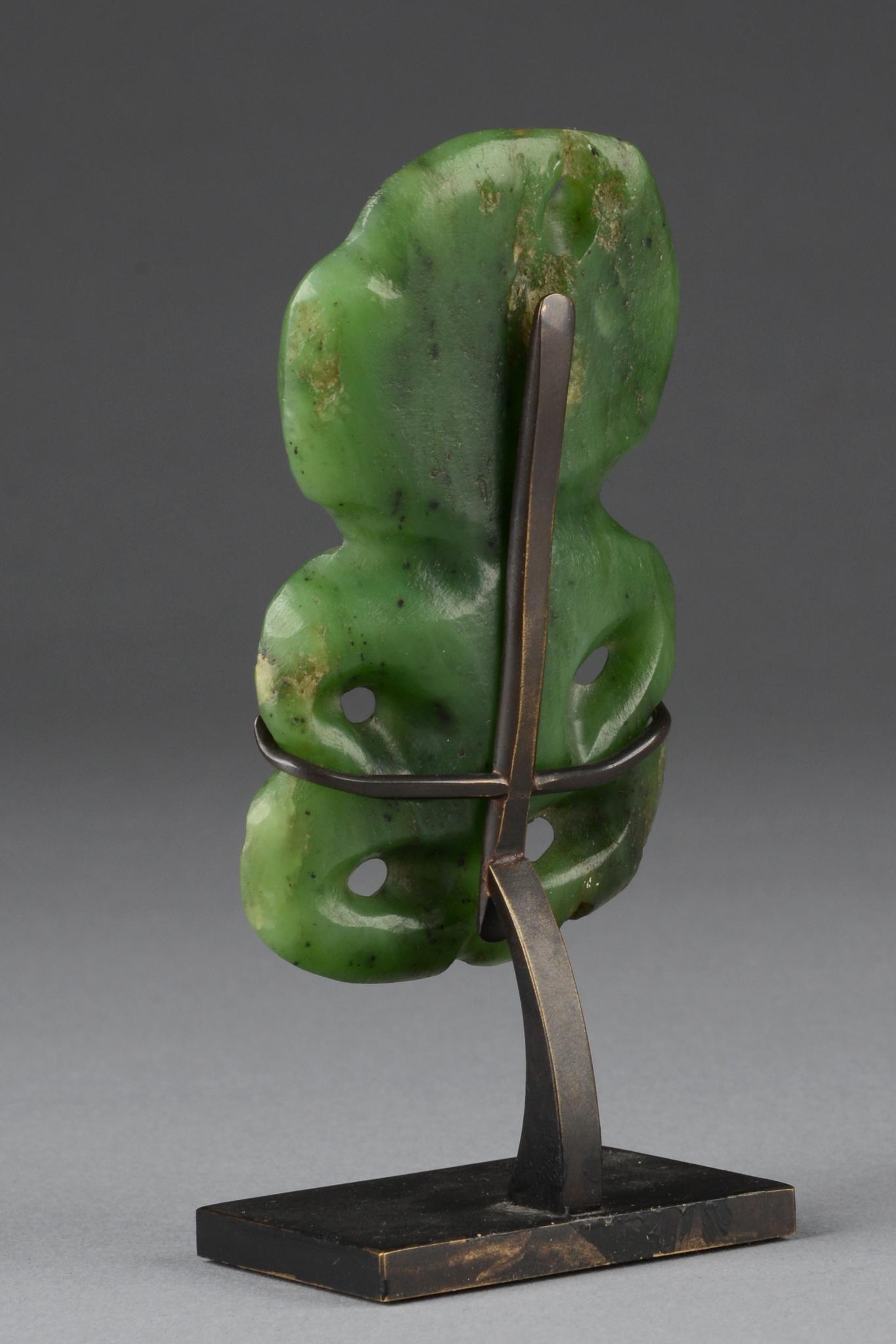 """Anthropomorpher Amulettanhänger """"hei-tiki"""", 19. Jahrhundert"""