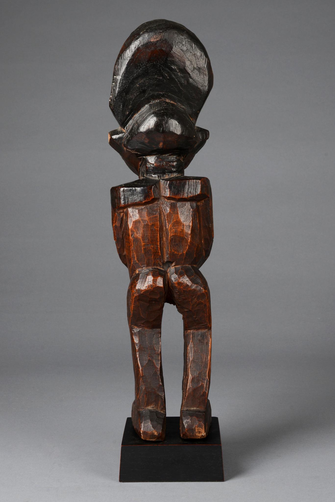 Figur eines Notablen mit Throphäenkopf