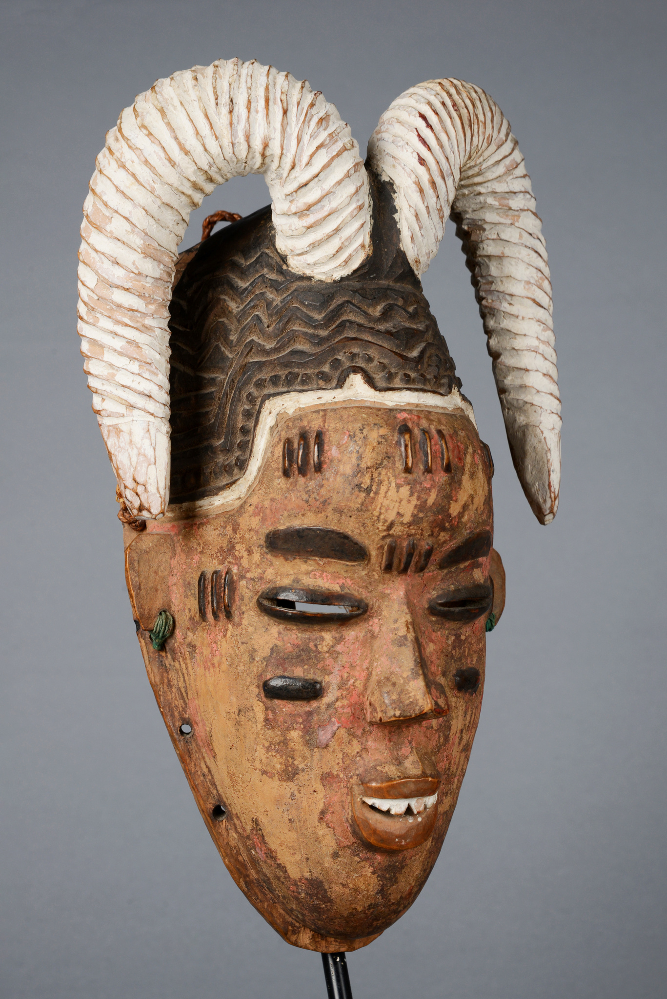 "Mask ""gu"" with horns"