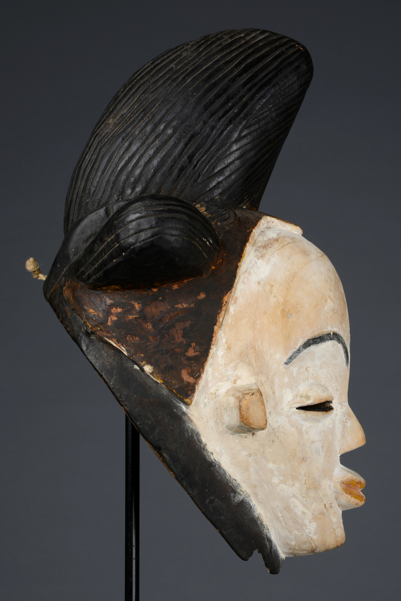 "Female face mask ""okuyi"" or ""mukudji"""