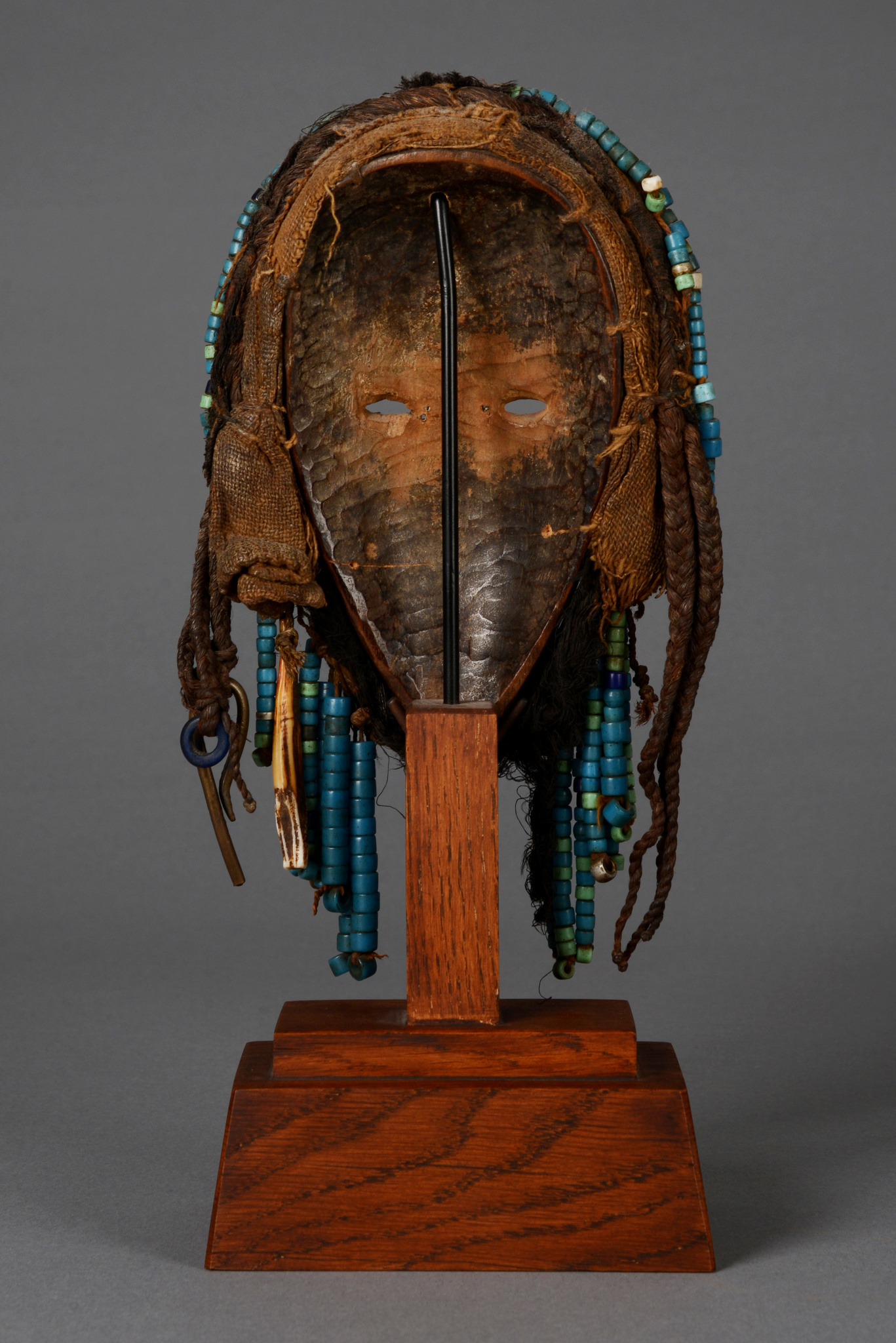 Small anthropomorphic mask with beaded wreath