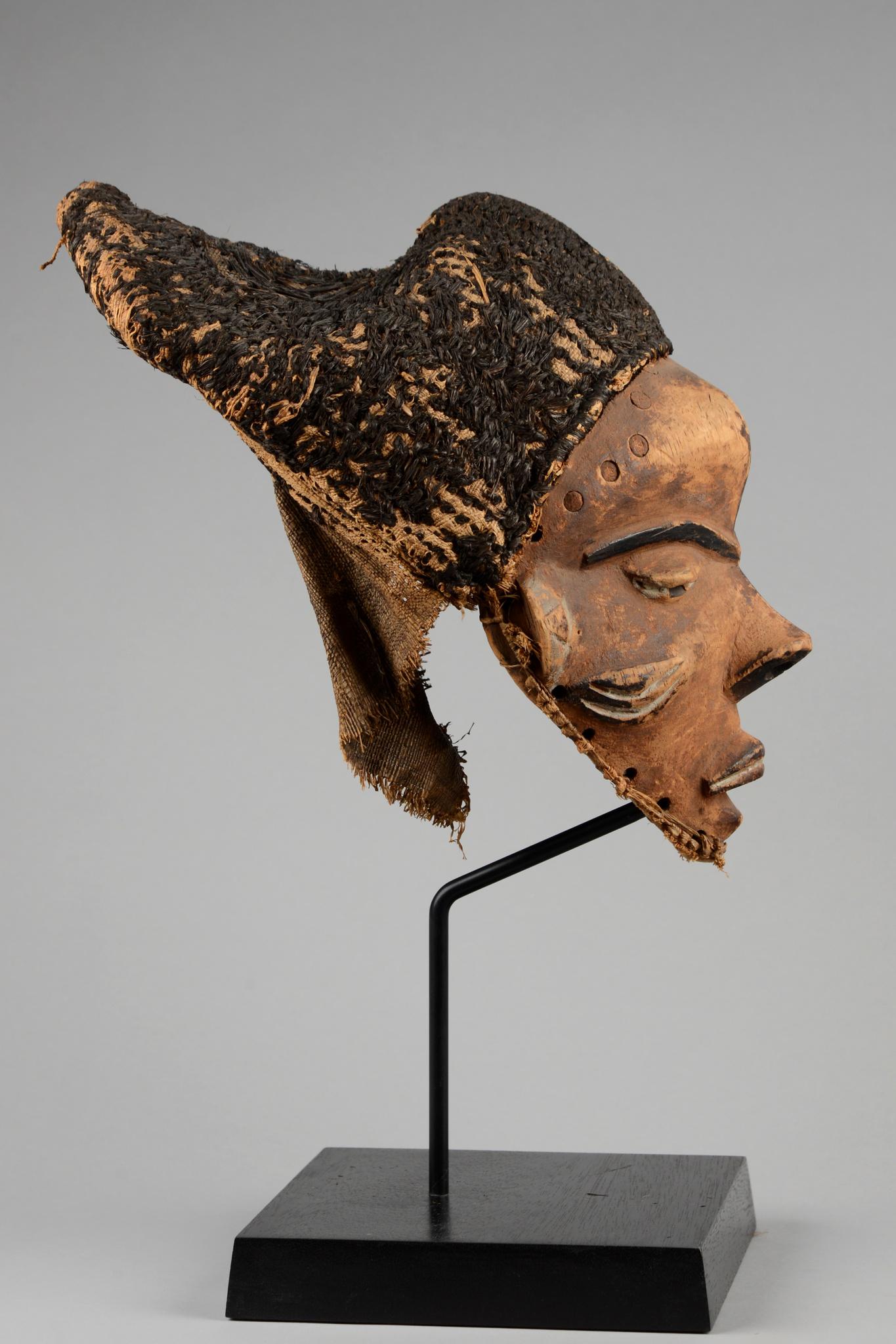 "Anthropomorphic mask ""mbuya"""