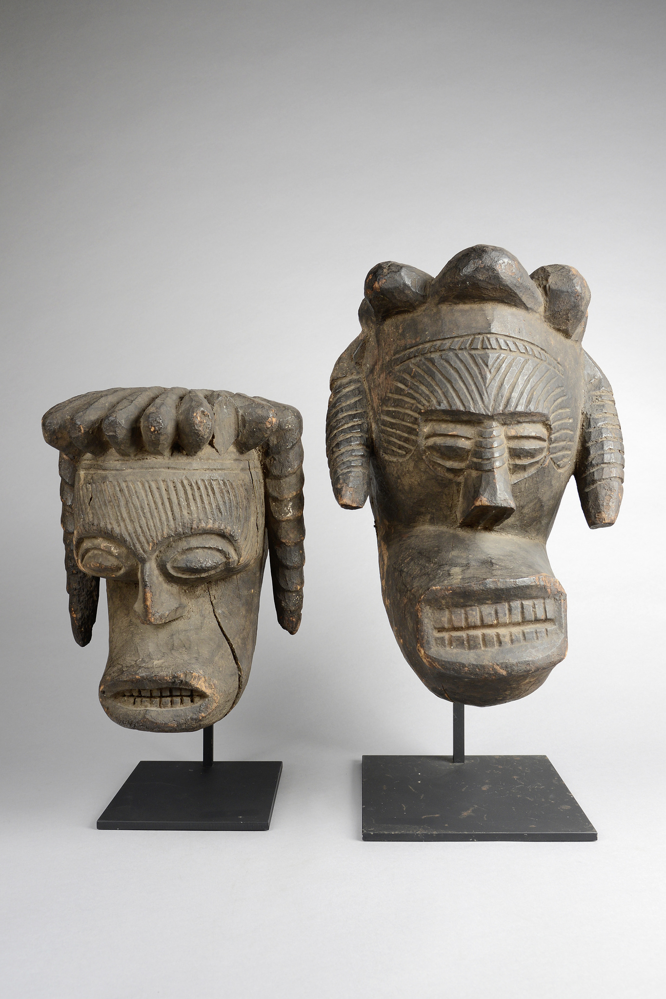 "Zwei anthropomorphe Masken ""okoroshi ojo"""