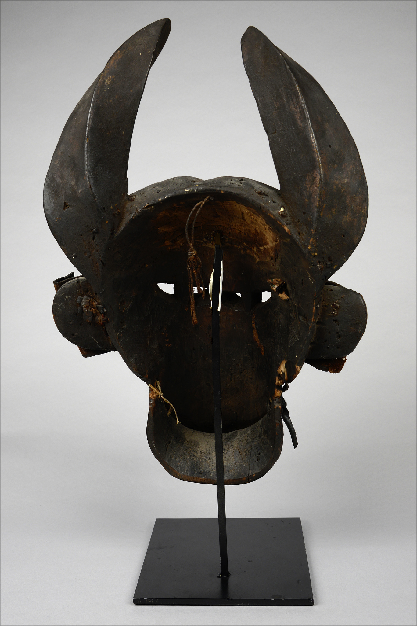 Buffalo mask with articulated jaw