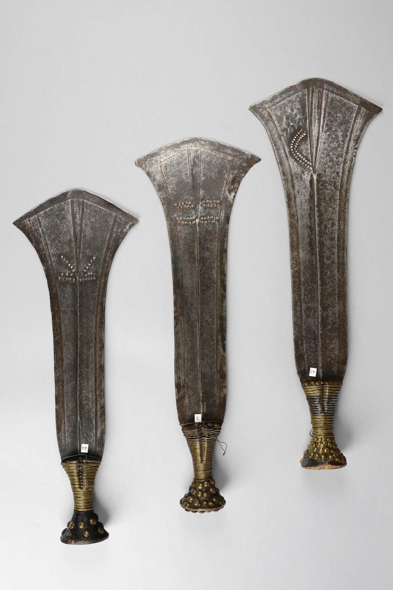 "Three parade knives ""efamba"" or ""ikakalaka"""