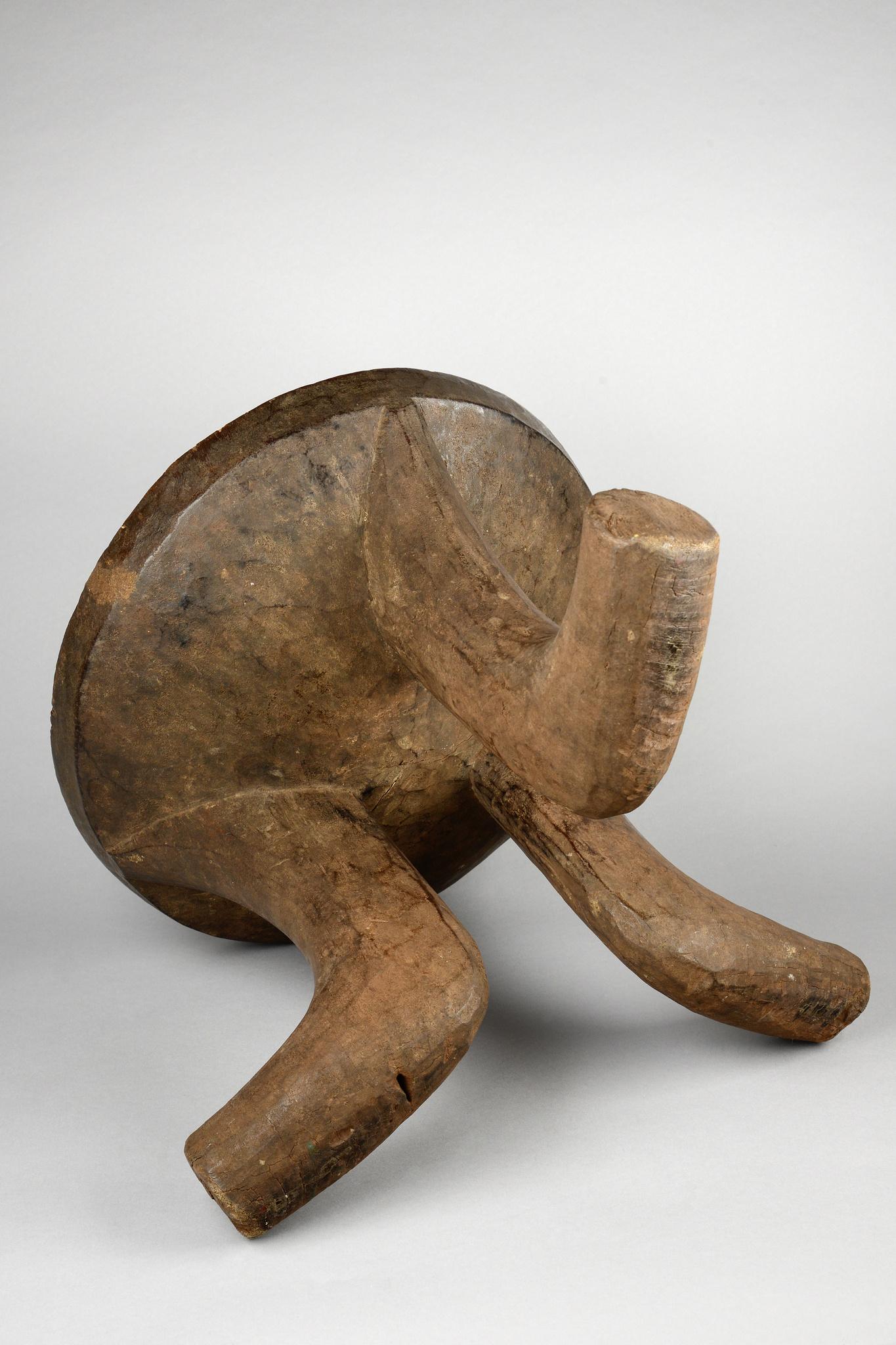 "Three-legged stool ""bärcema"" or ""bortchuma"""