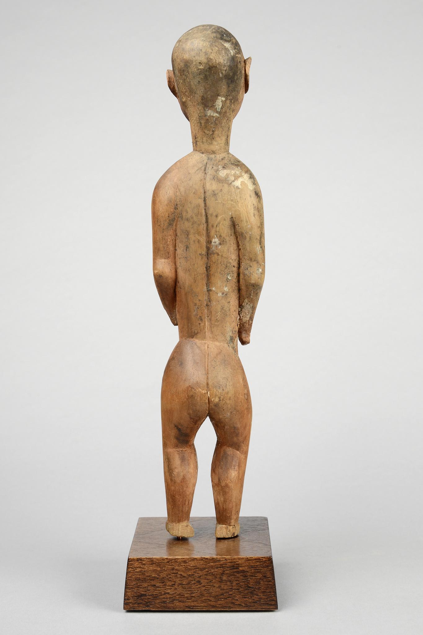 "Standing male ancestor figure ""gheonga"""