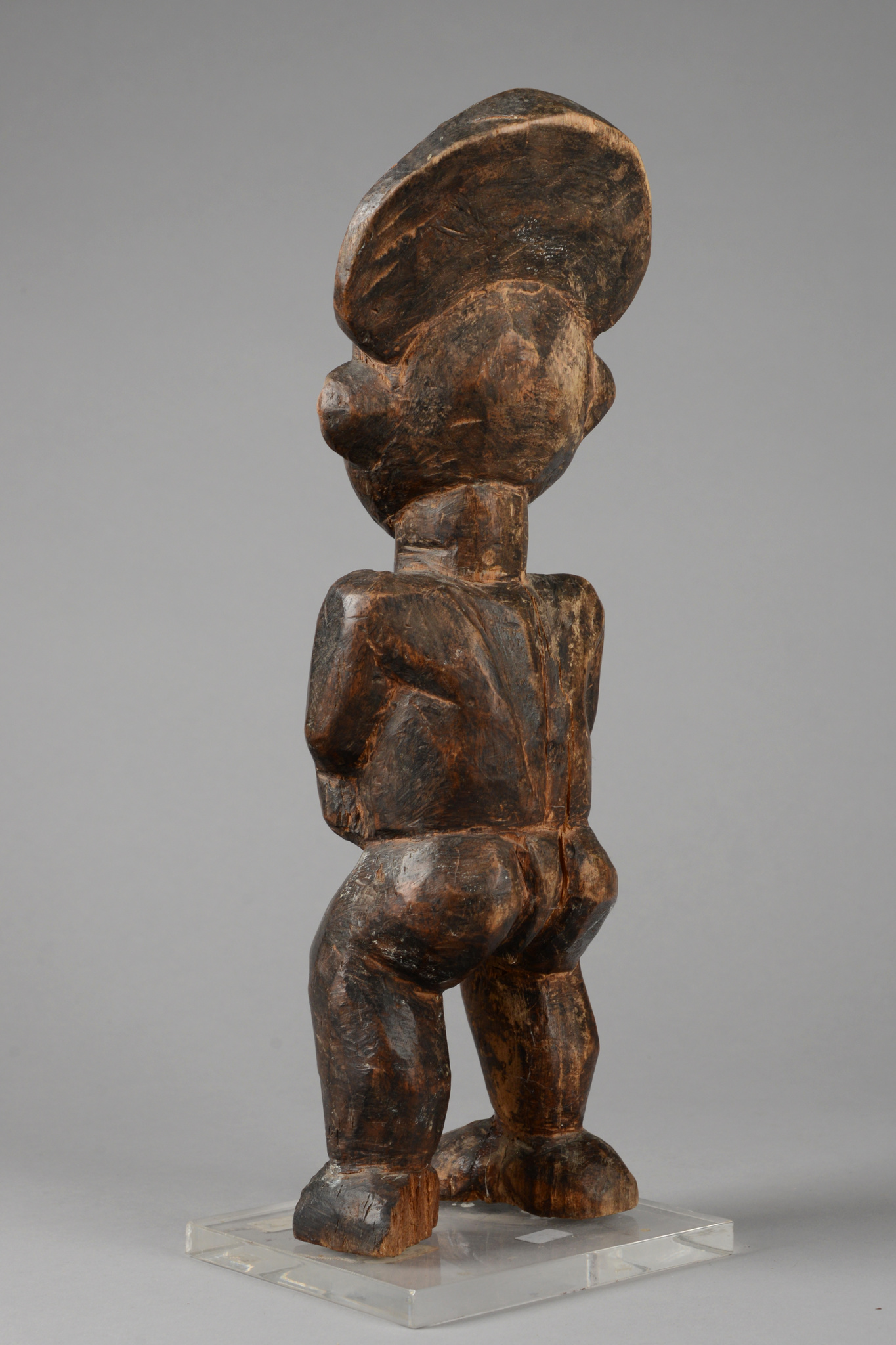 Figure of a male dignitary with drinking horn