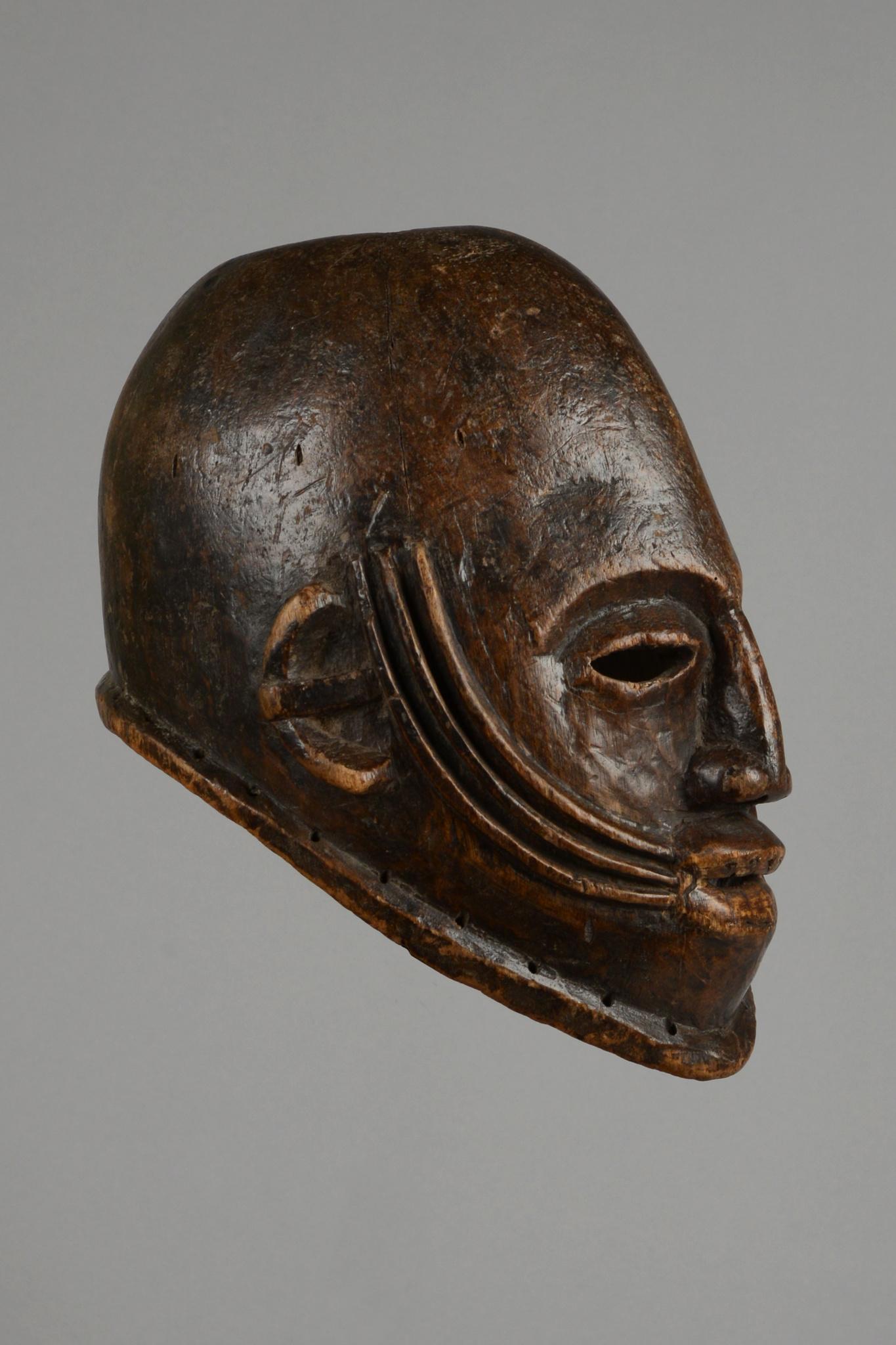 Anthropomorphic helmet mask