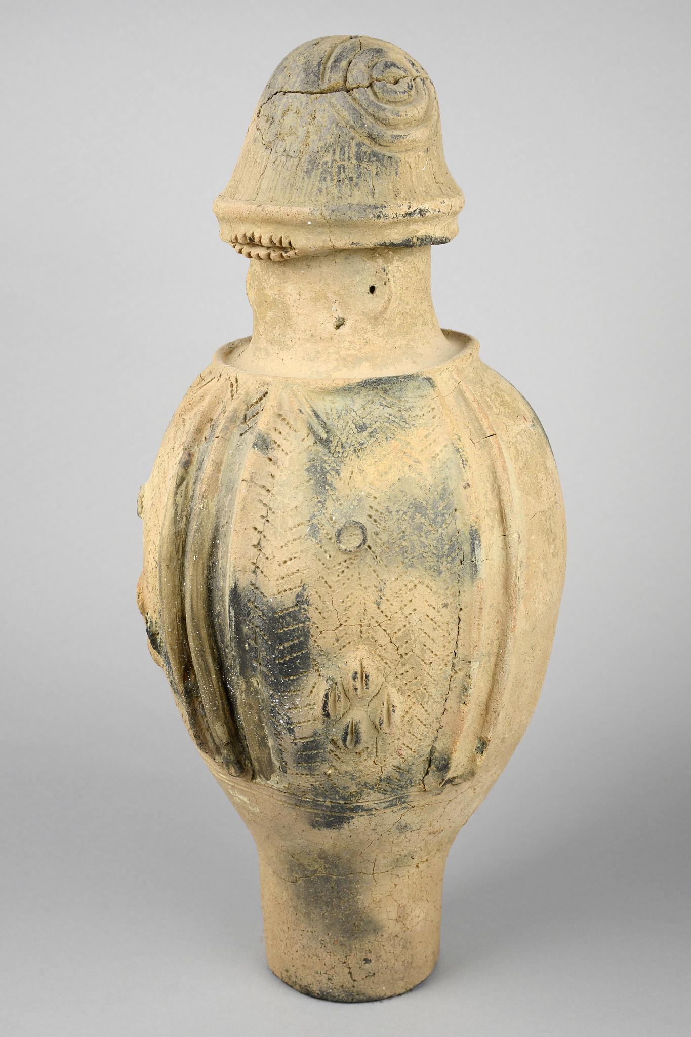 Vase-shaped fake vessel