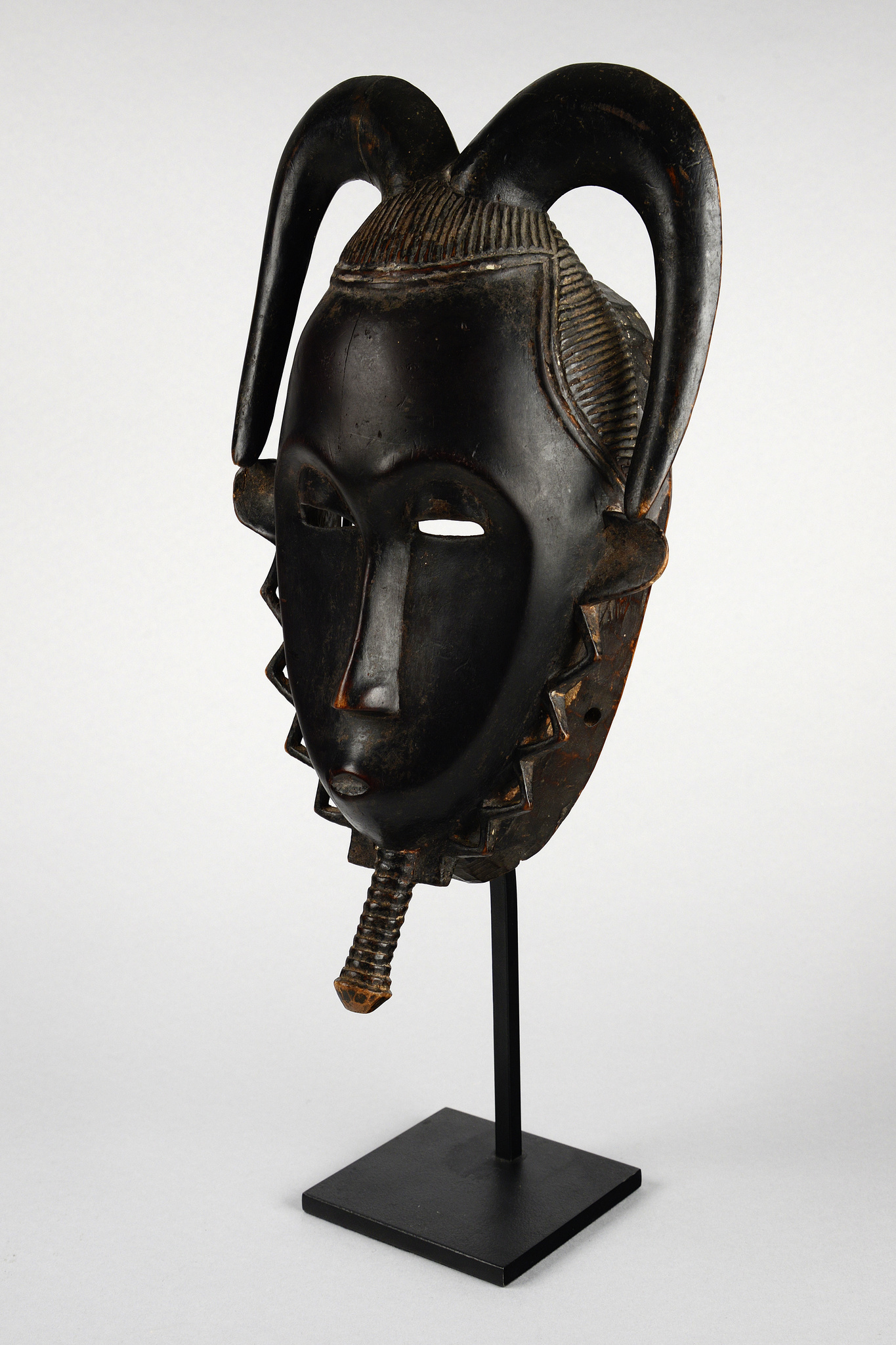 "Anthropomorphic mask  ""tu bodu"" from the ""lo"" group"
