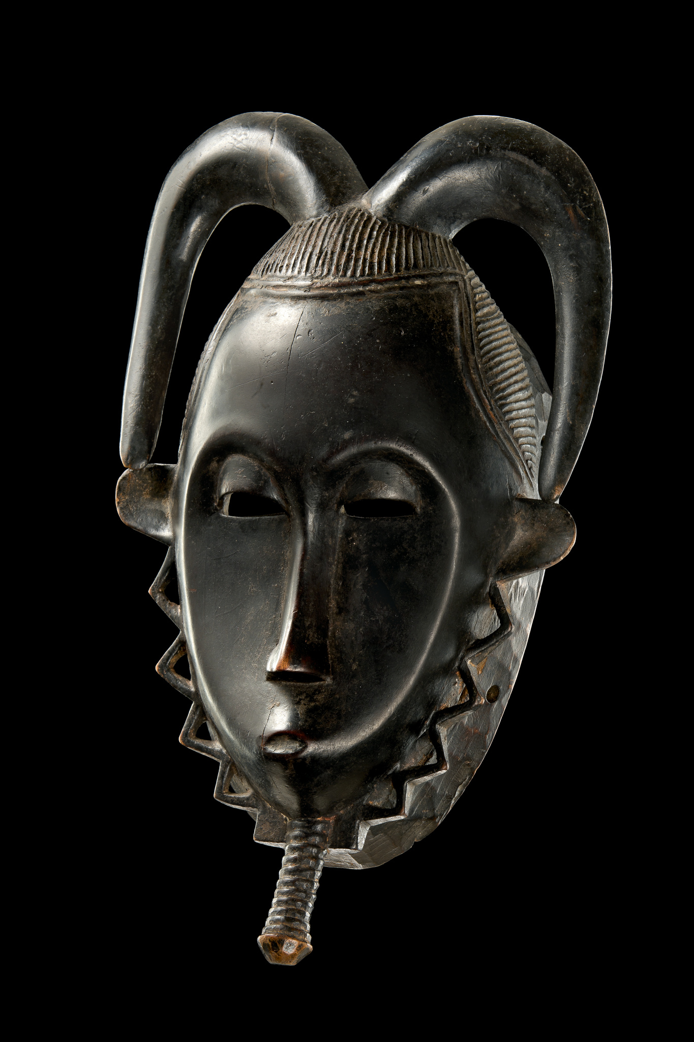 """Anthropomorphic mask  """"tu bodu"""" from the """"lo"""" group"""