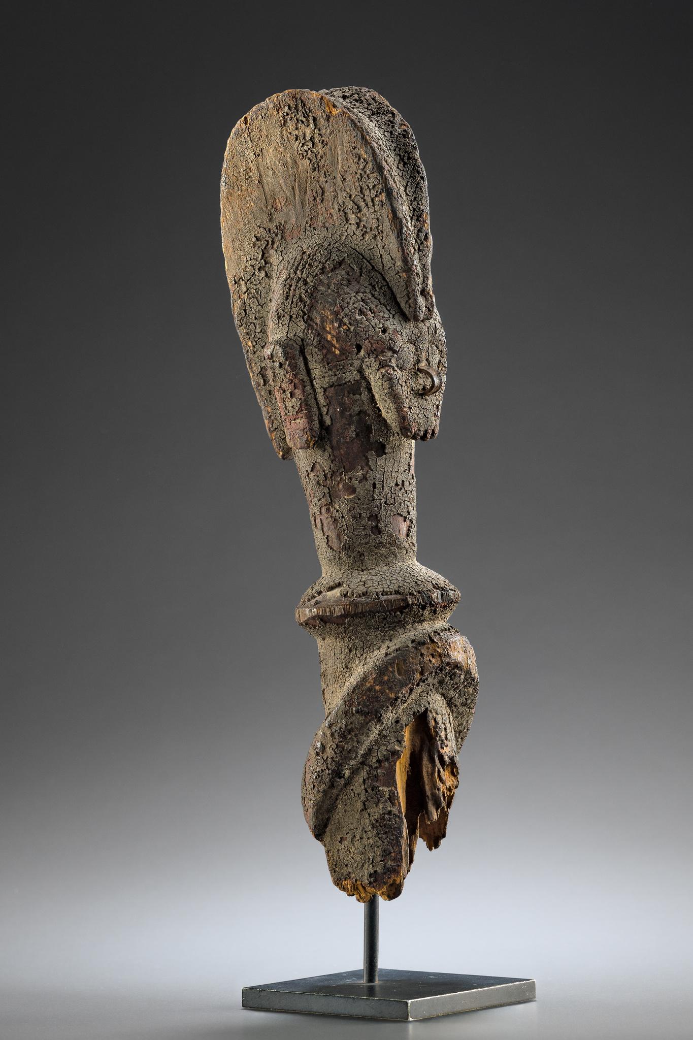 "Headpiece of a male figure ""kundul"""