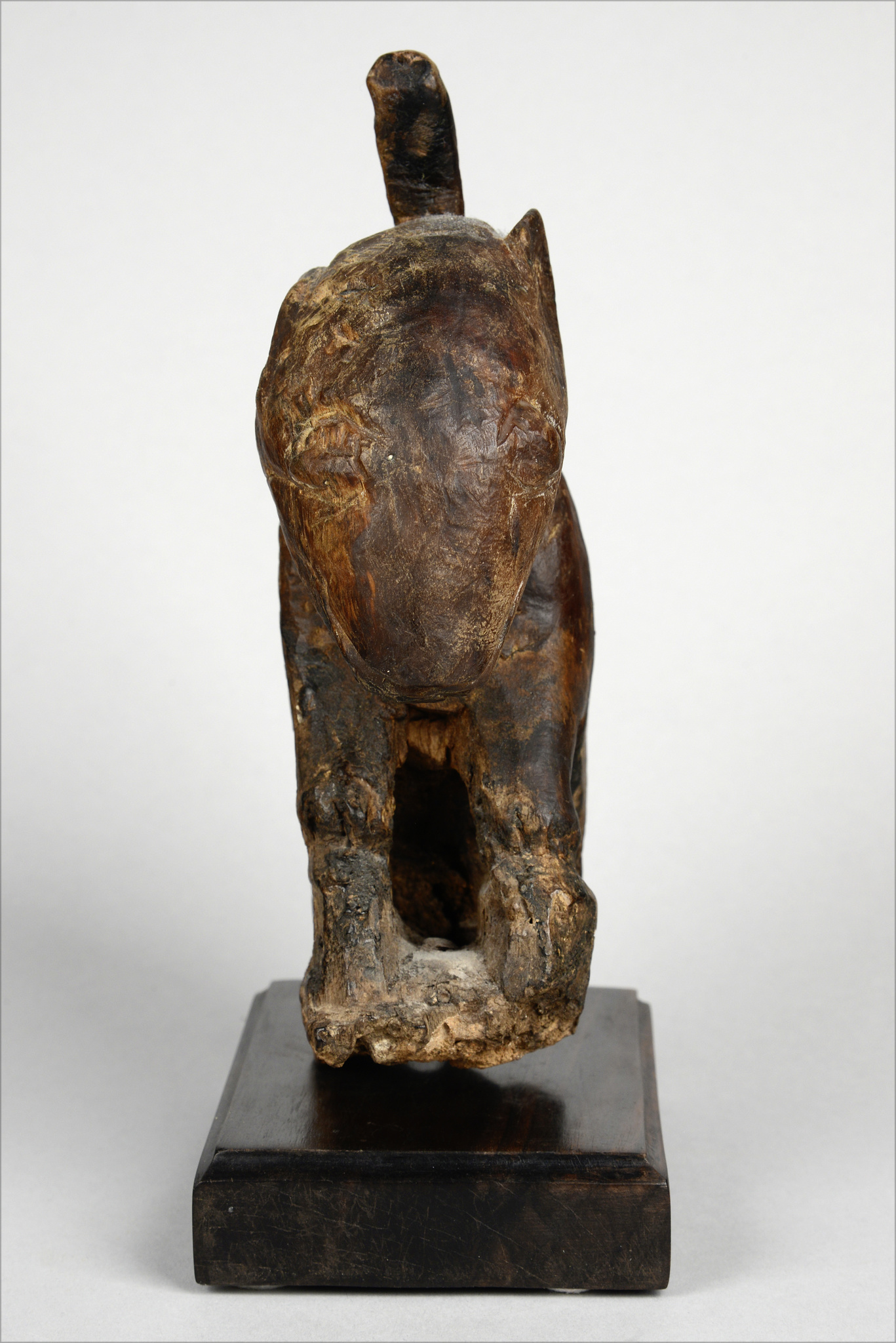 Altar figure in form of a squatting dog