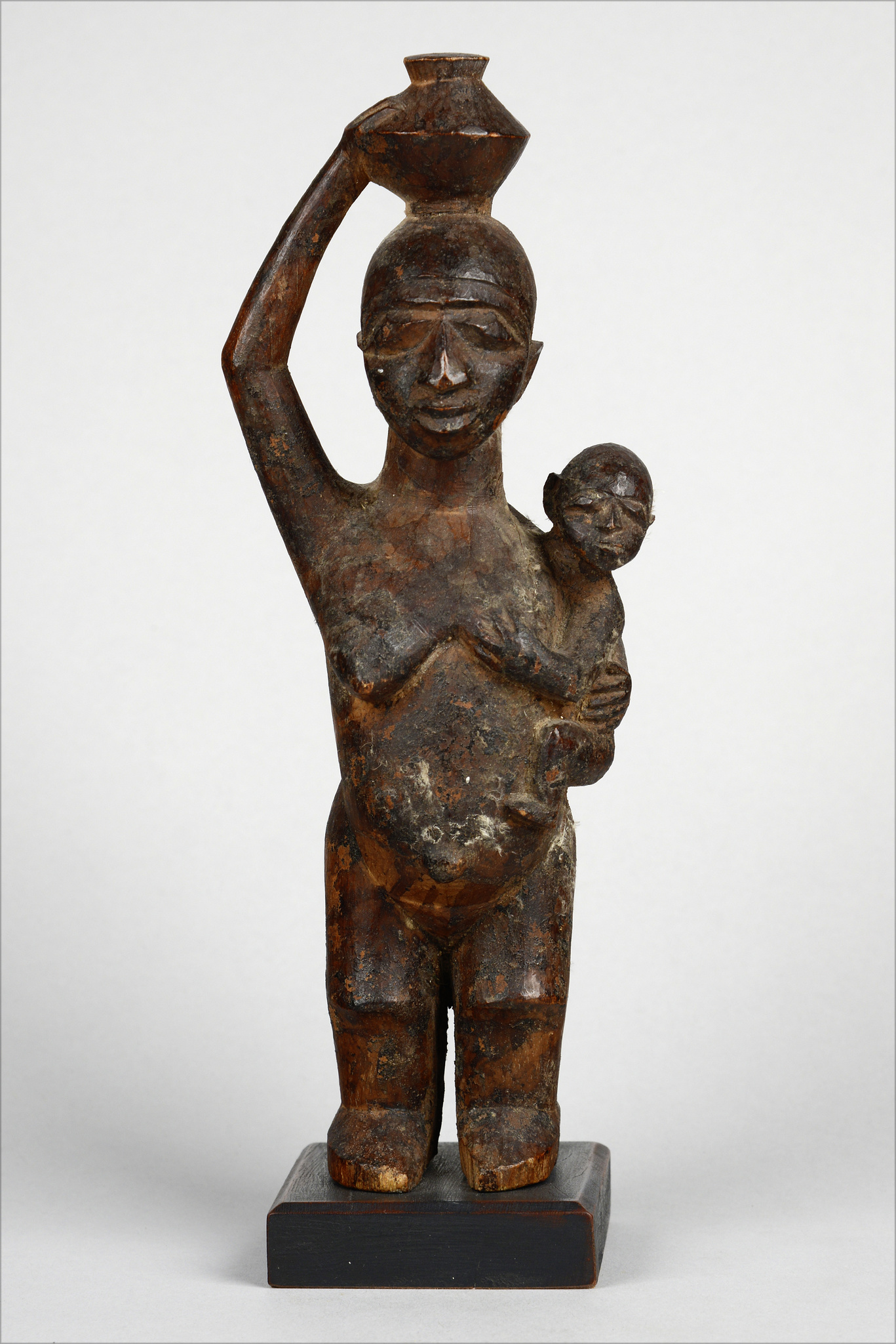 Small female bowl-bearing figure with child