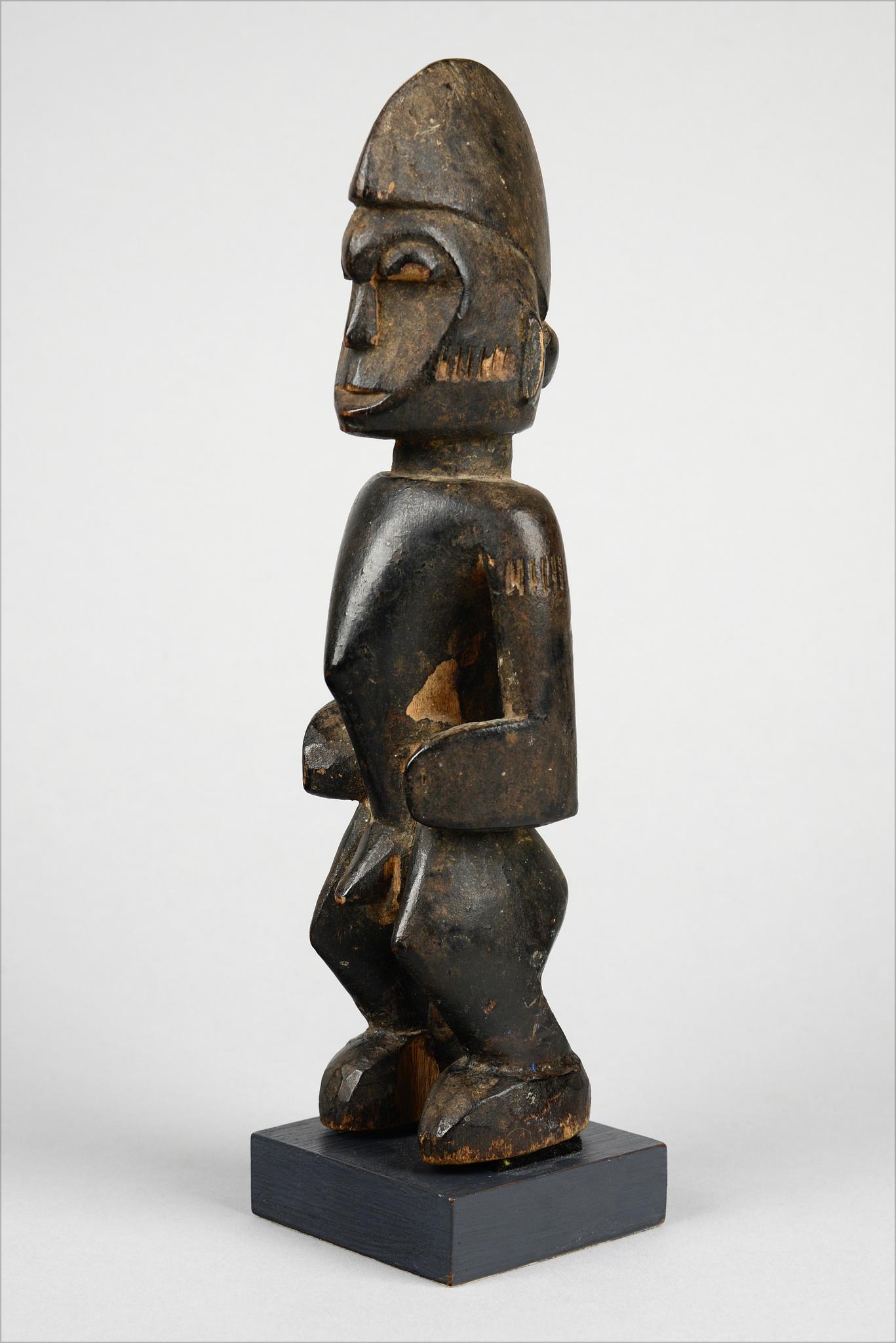 "Standing male figure ""tugubele"""