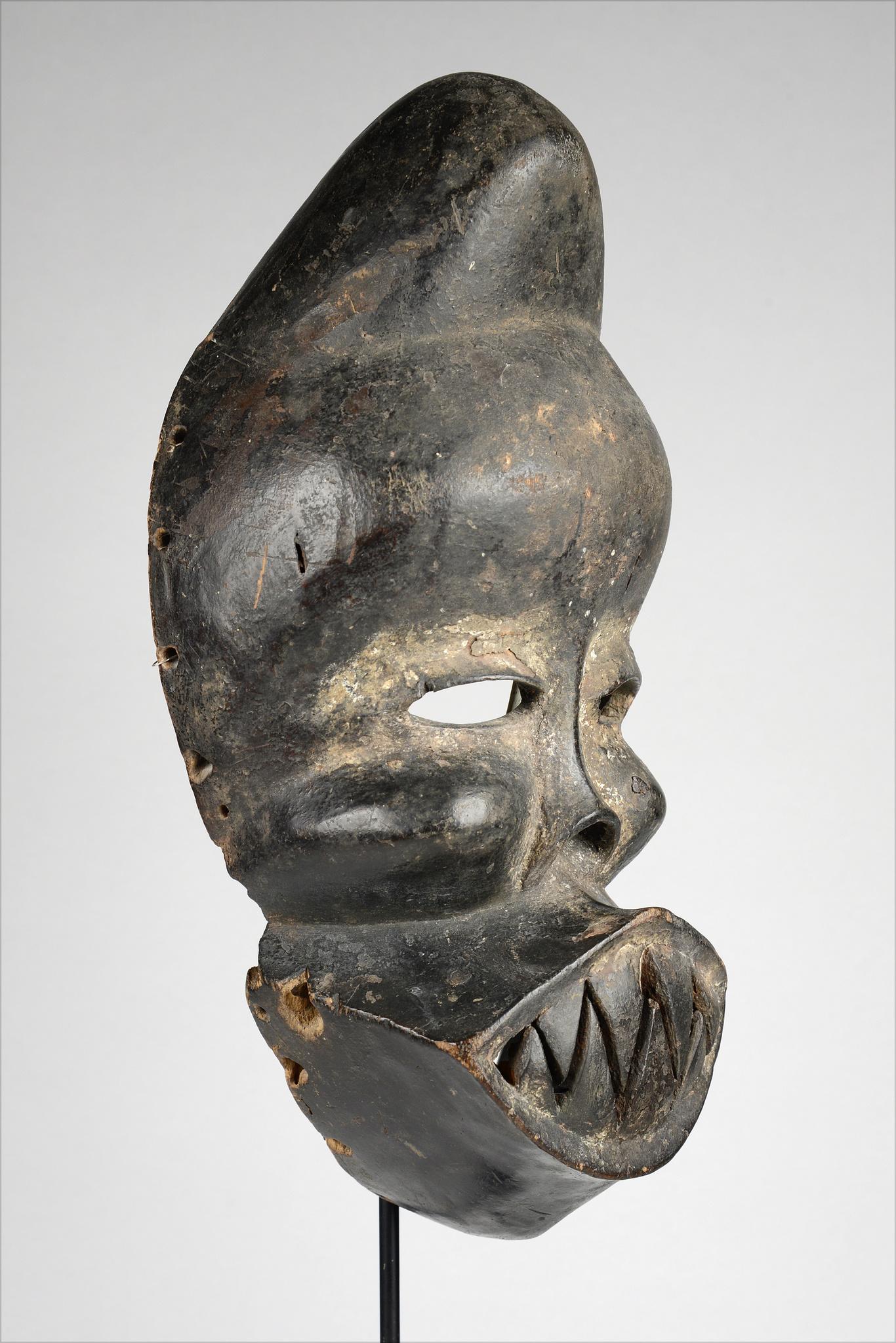 "Deformation mask ""idiok ekpo"""
