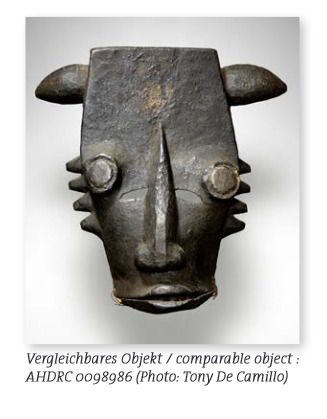 Mask with articulated lower jaw