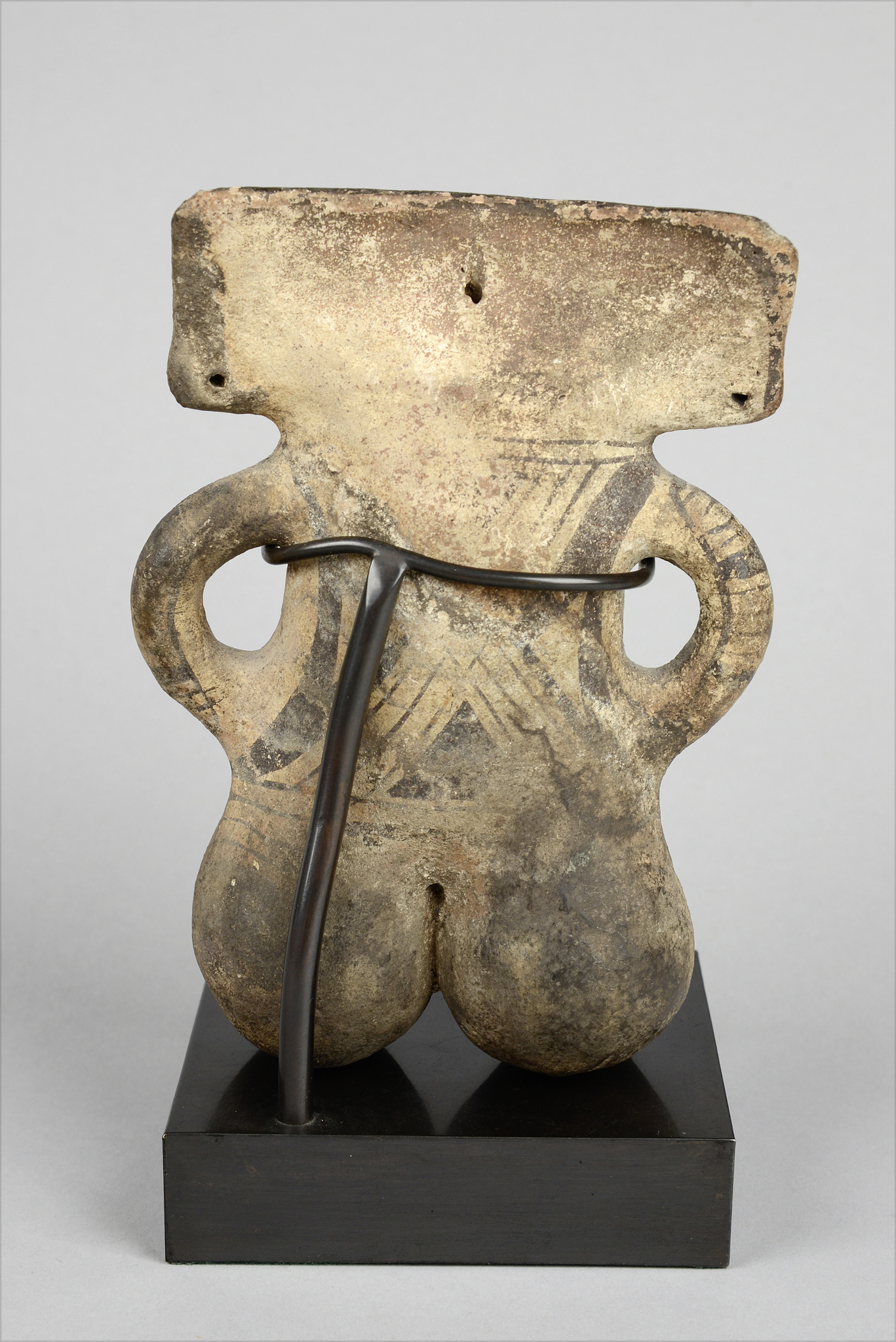 Seated androgynous figure, ca. 1000-1500 AD