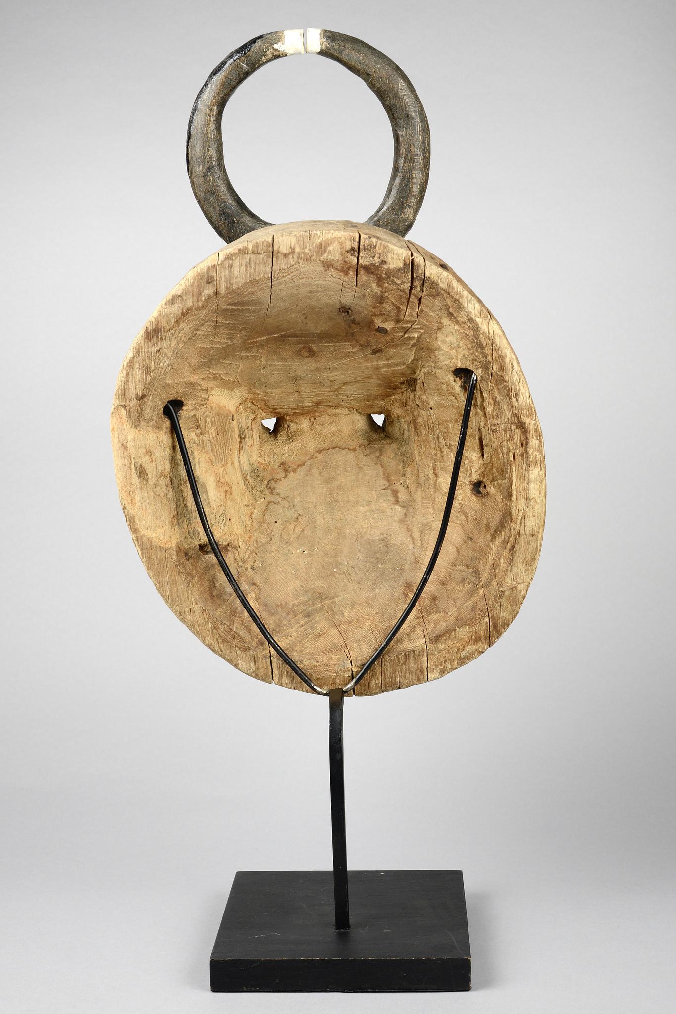 "Face mask of the ""goli"" group ""kplekple yaswa"""