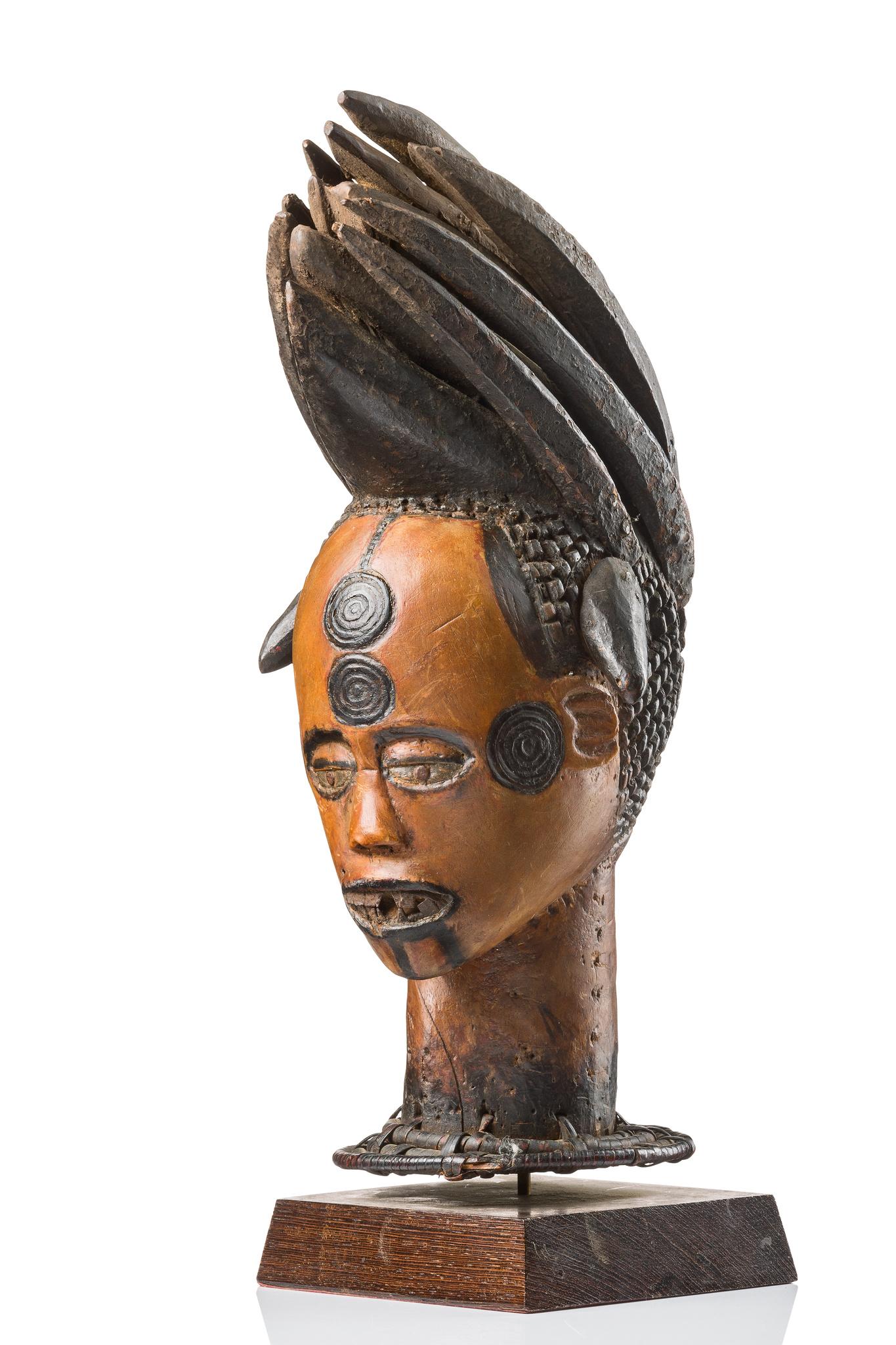 """Anthropomorphic headdress of the """"oglinye"""" society"""