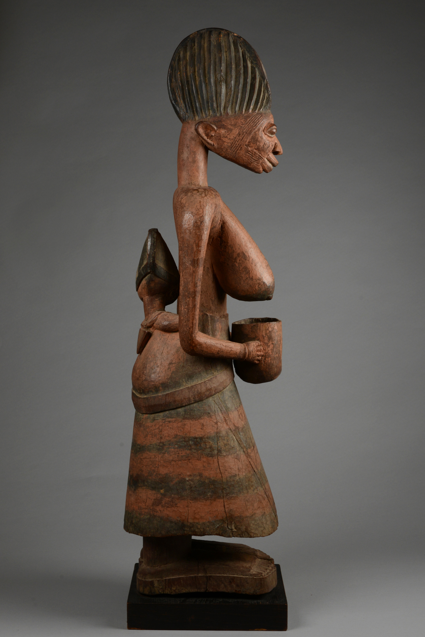 Beautiful female shrine figure with offering bowl and child