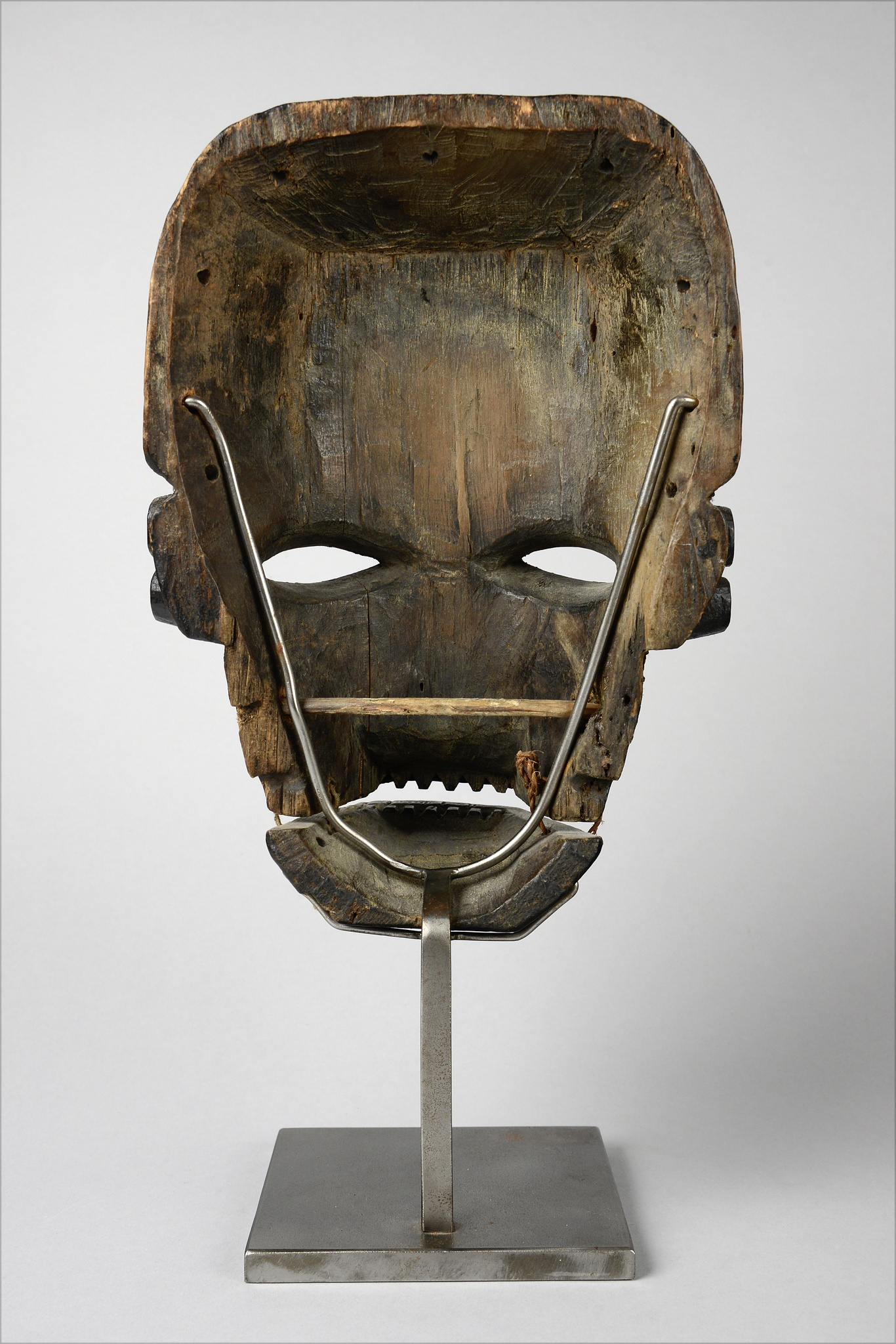 "Anthropomorphic mask with articulated lower jaw ""idiok ekpo"""