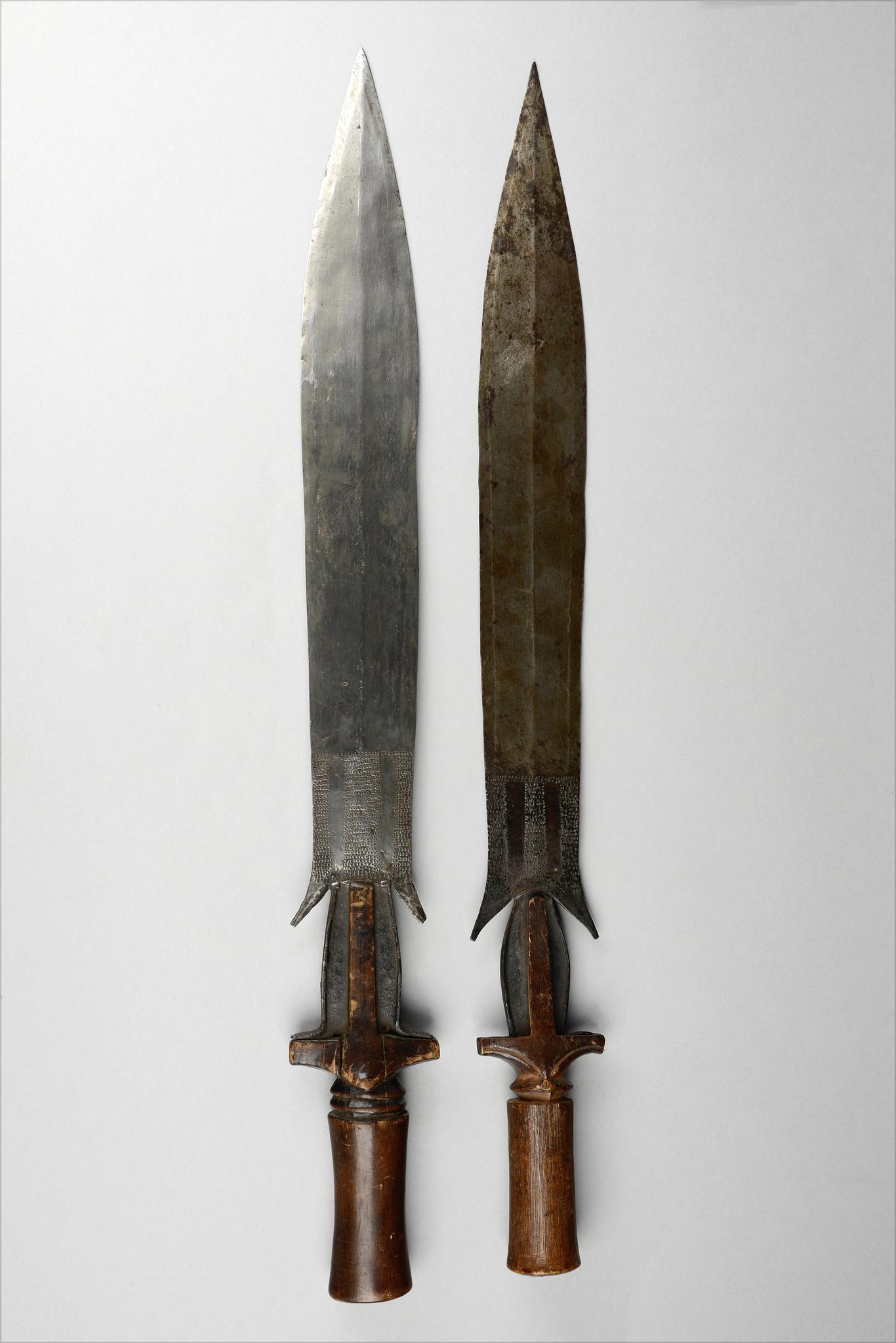 """Two short swords """"fa"""""""
