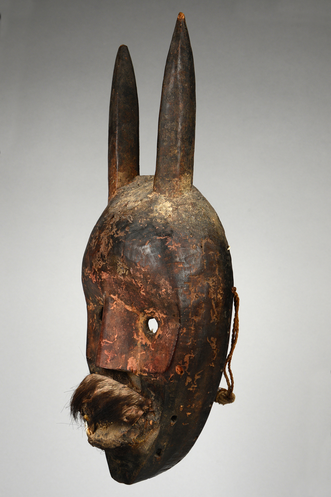 Anthropo-/zoomorphic mask with horns