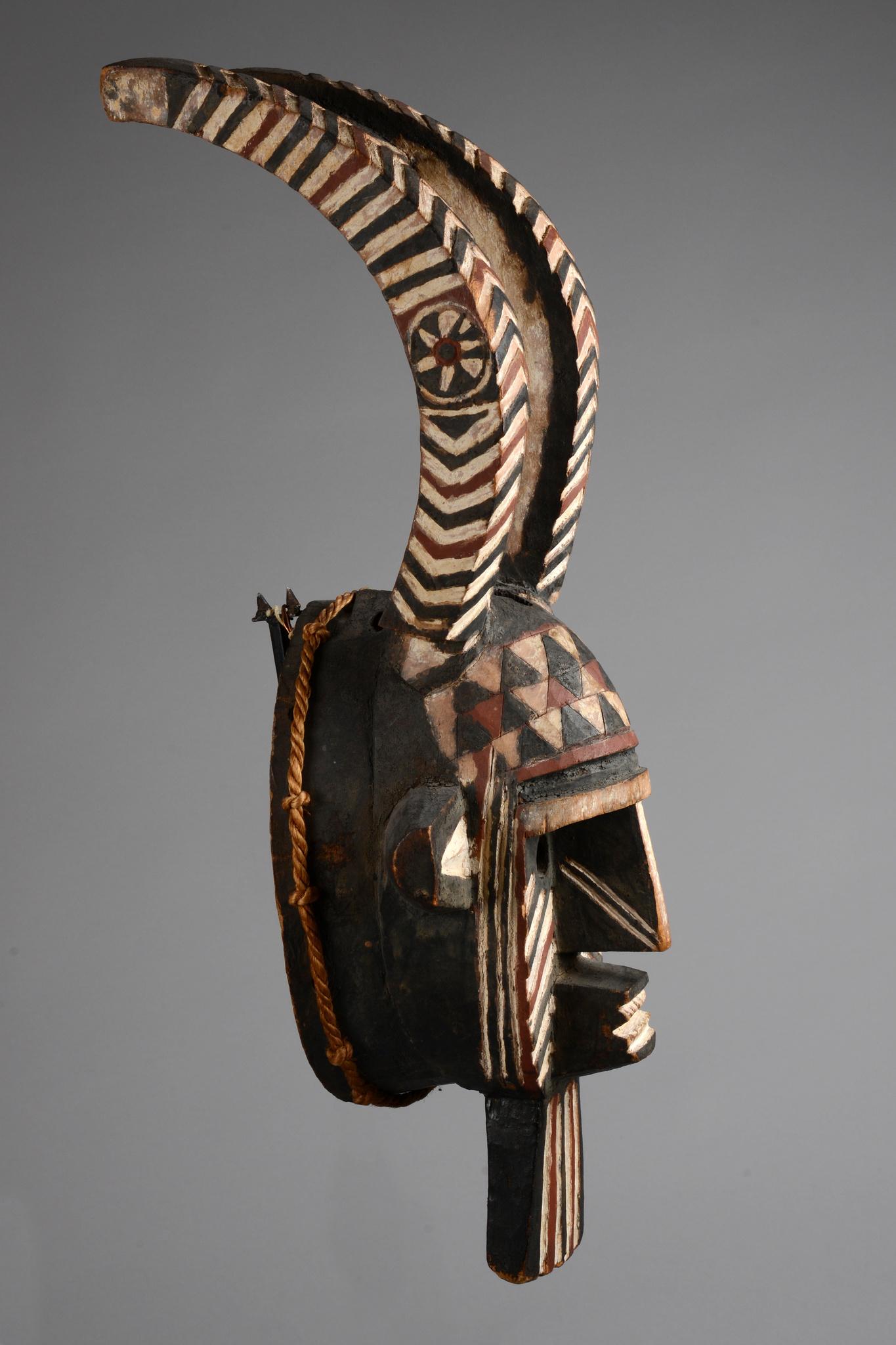 "Female bush spirit mask ""taba"" or antelope mask ""kou"""