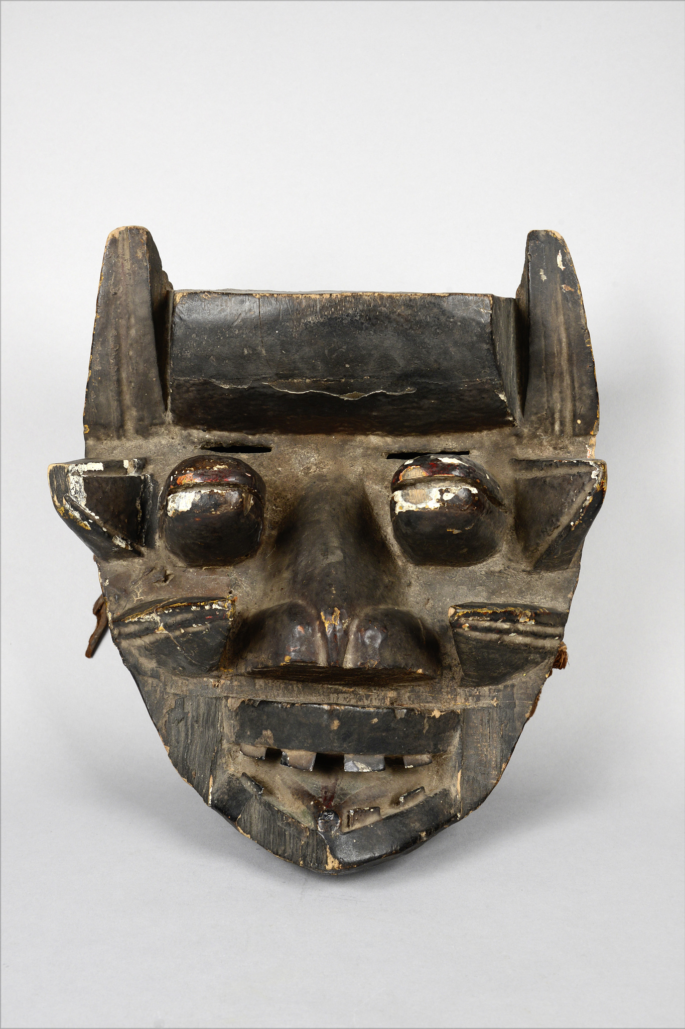 Anthropo- / zoomorphic face mask