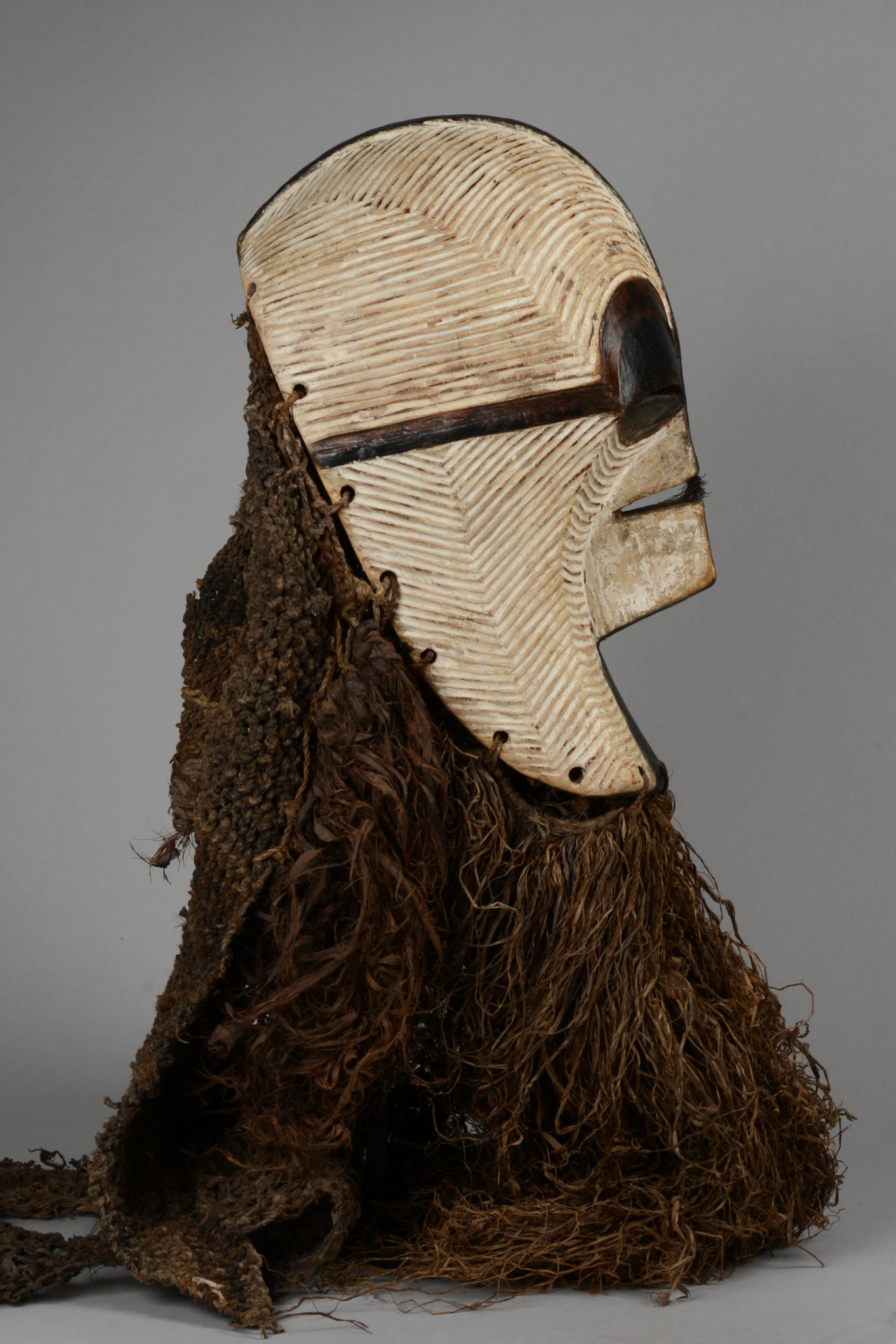 "Female kifwebe"" mask ""kikashi"""