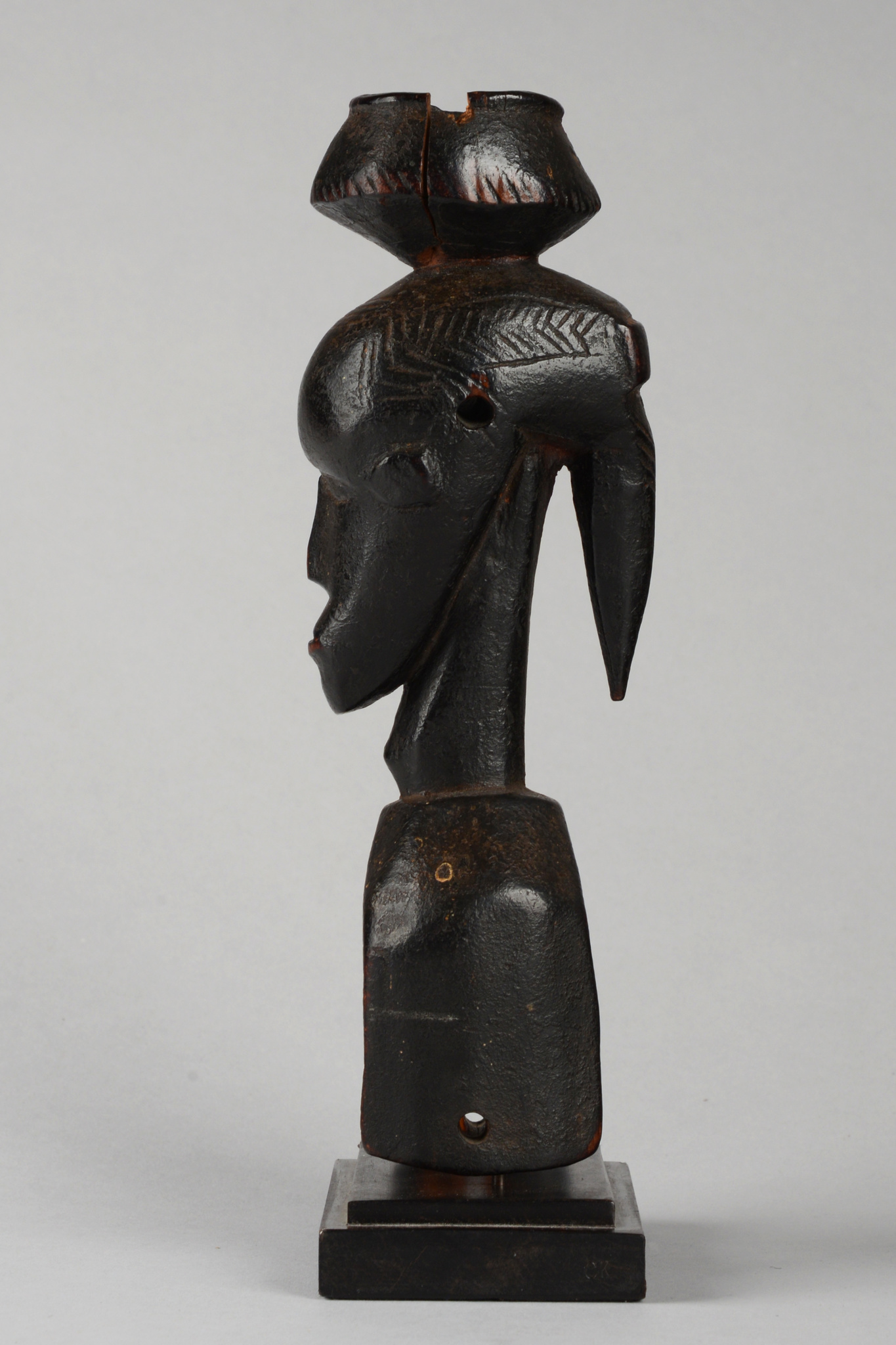 """Heddle pulley """"kono"""" with anthropomorphic head and bowl"""