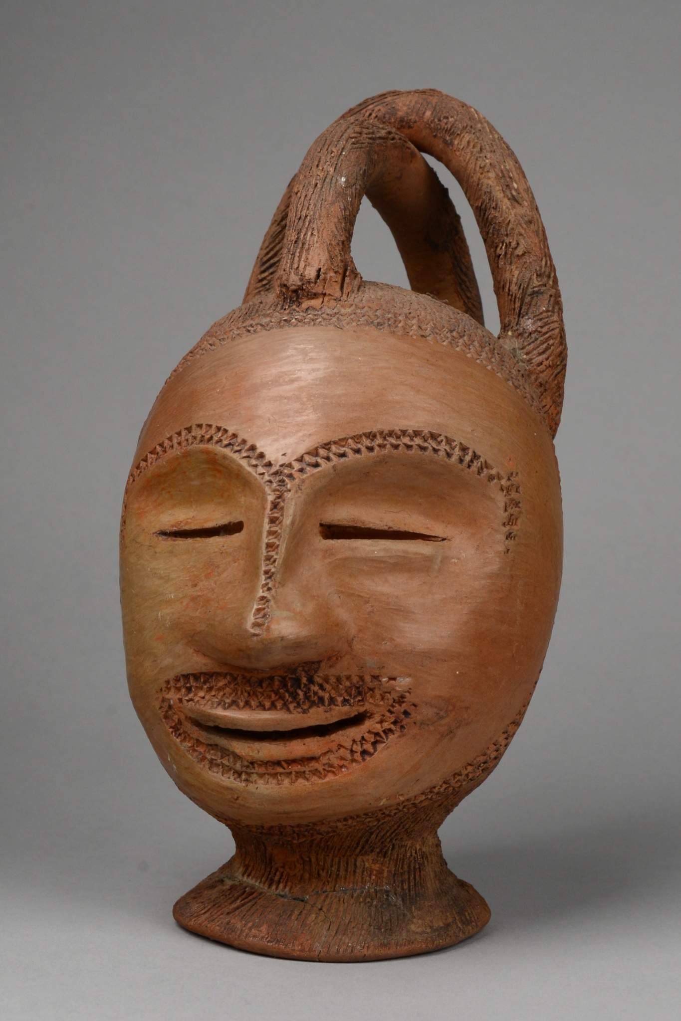 Ritual vessel in shape of a head