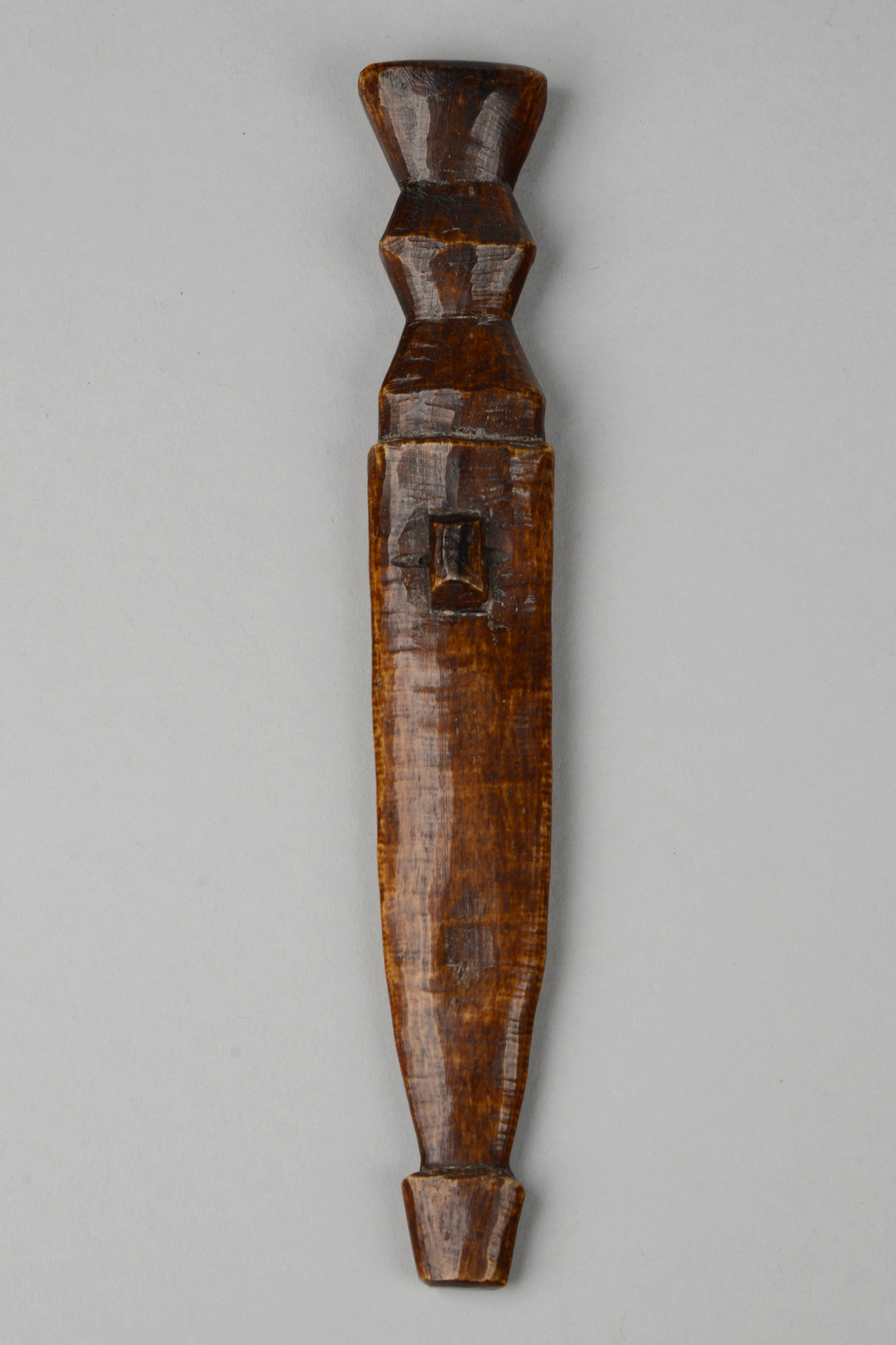 Ritual object in shape of a knife