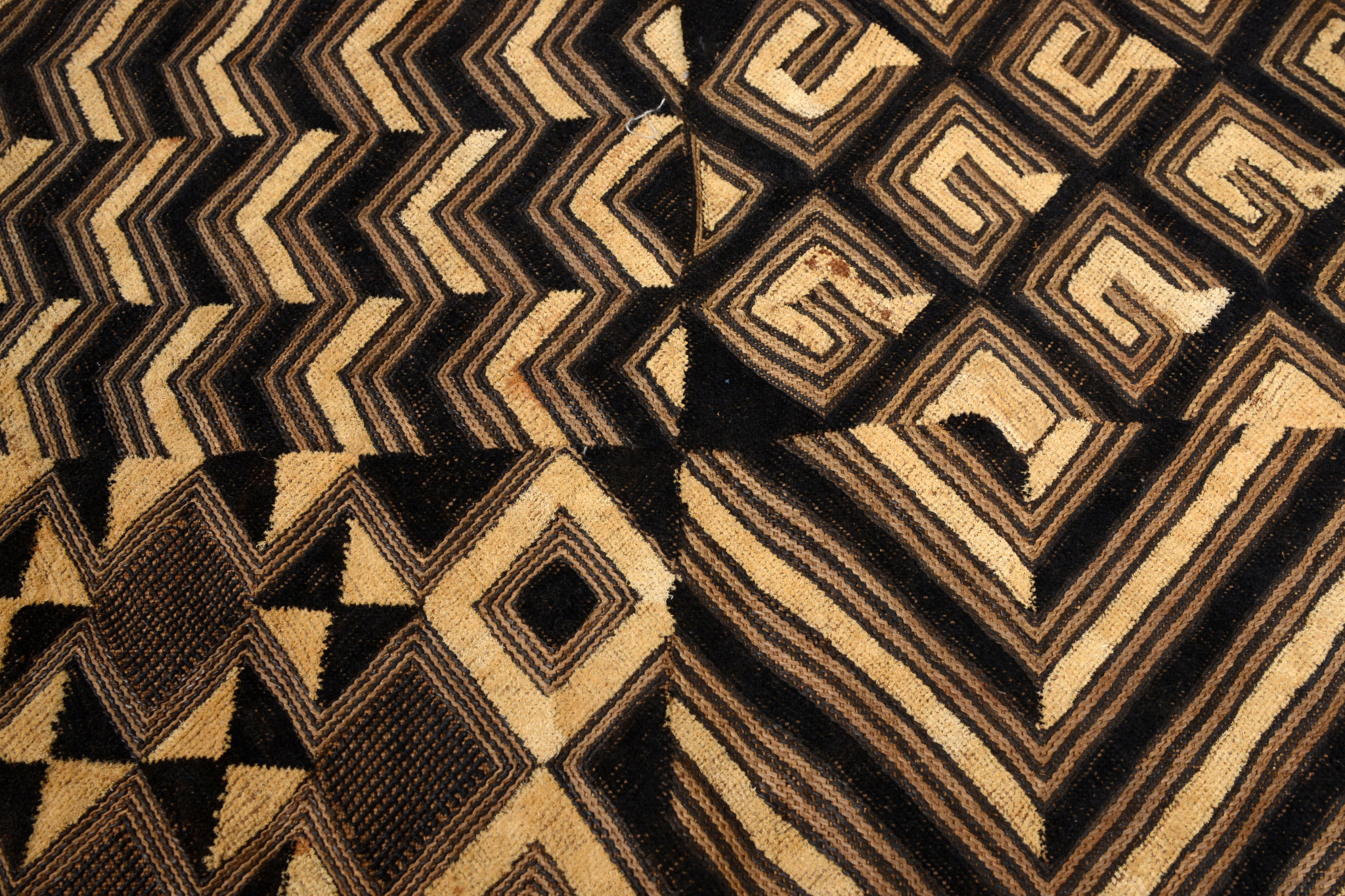 "Raffia weaving ""mbal"" (pl. ""bilaam"")"