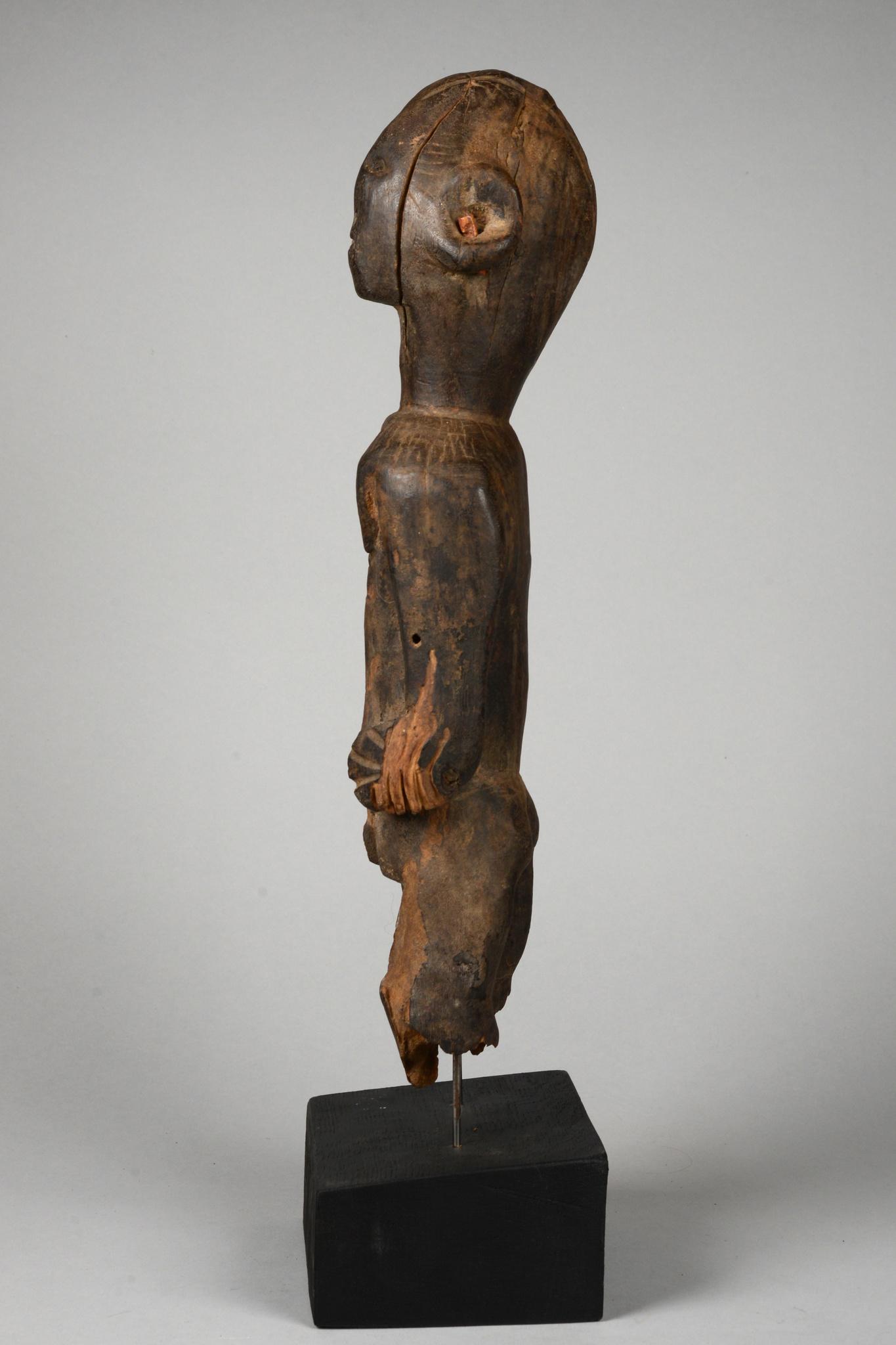 "Standing female figure of the ""komtin"" society"