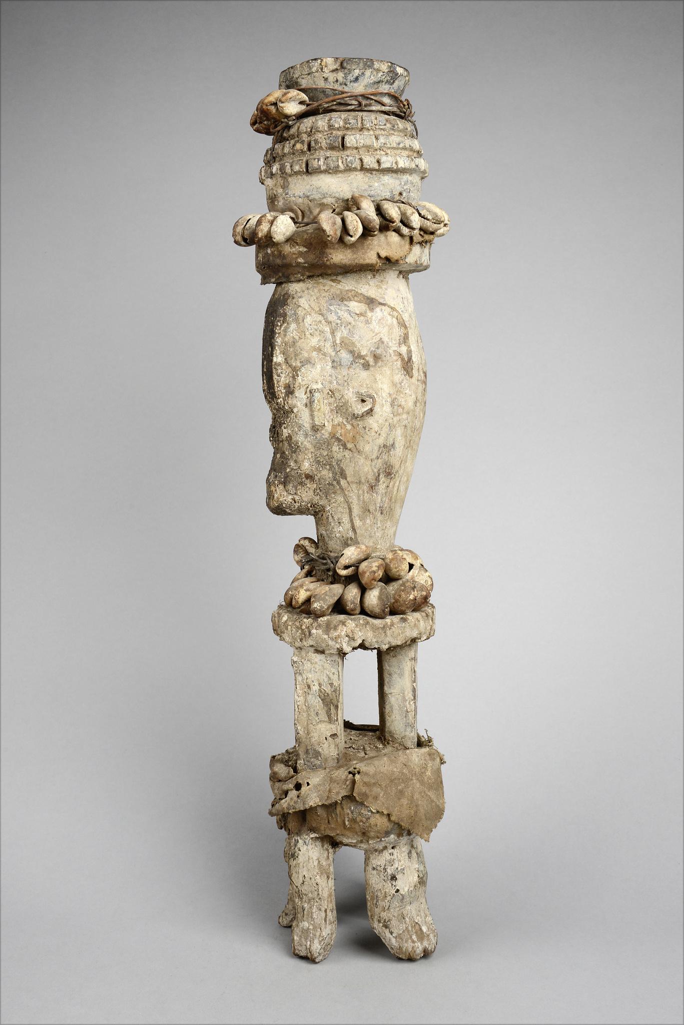 "Statue for male aggression ""iphri"""