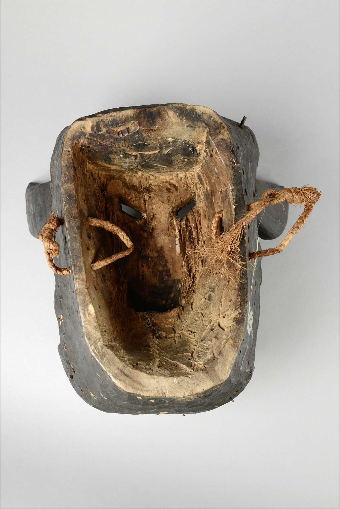 Anthropo- / zoomorphic face mask