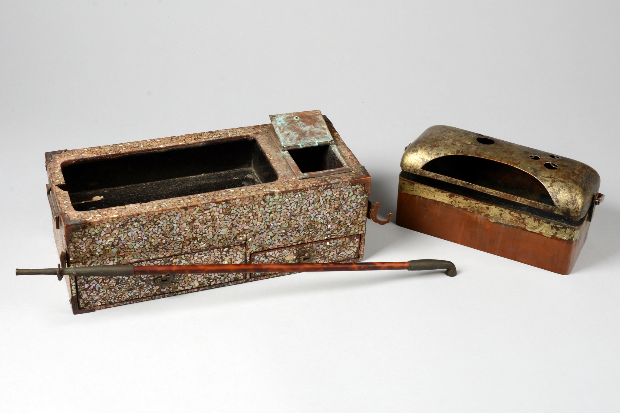 "Smoking set with pipe ""tabako-bon kiseru"", Edo period, 19th century"