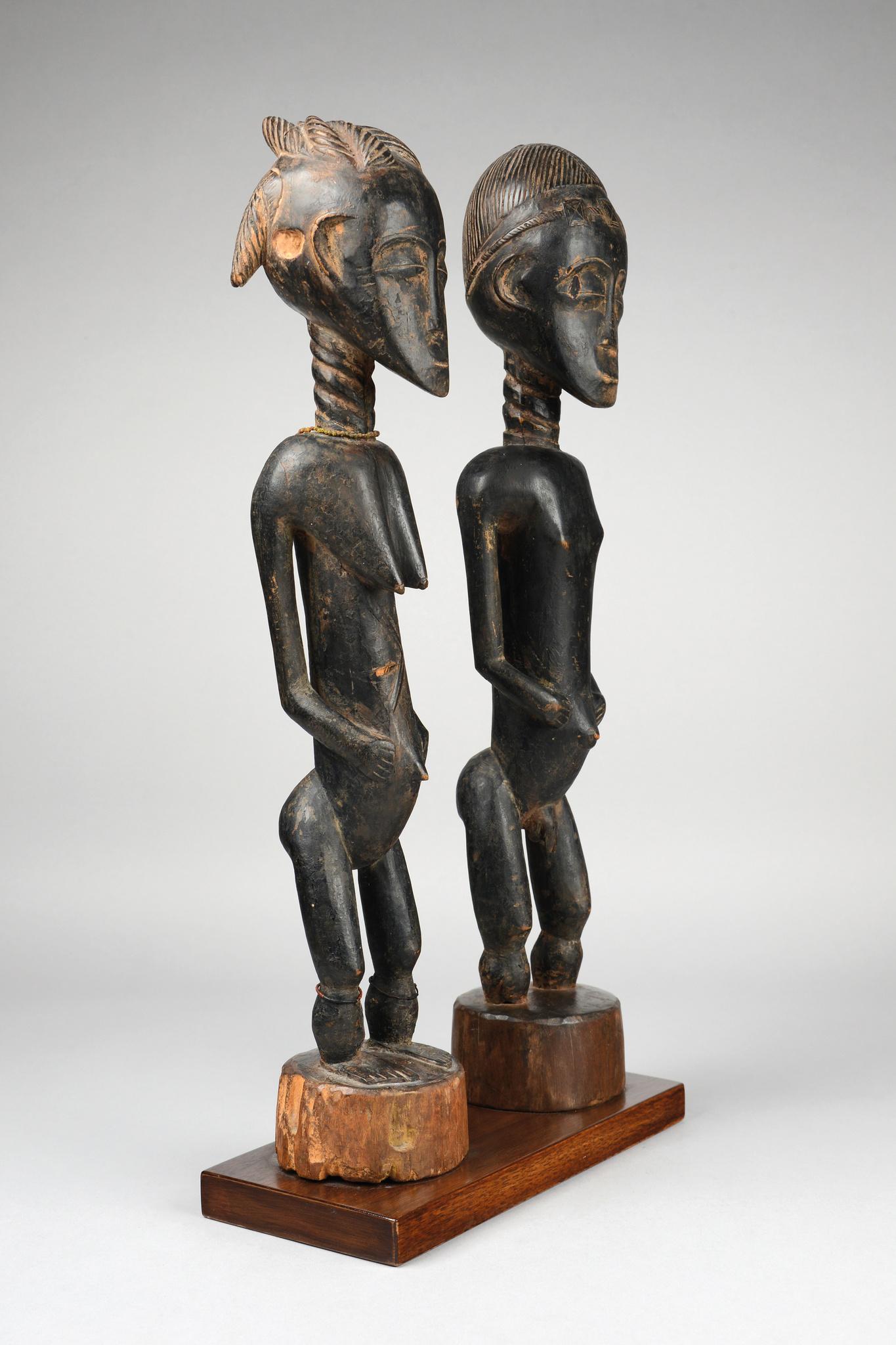 Very rare pair of ancestor figures