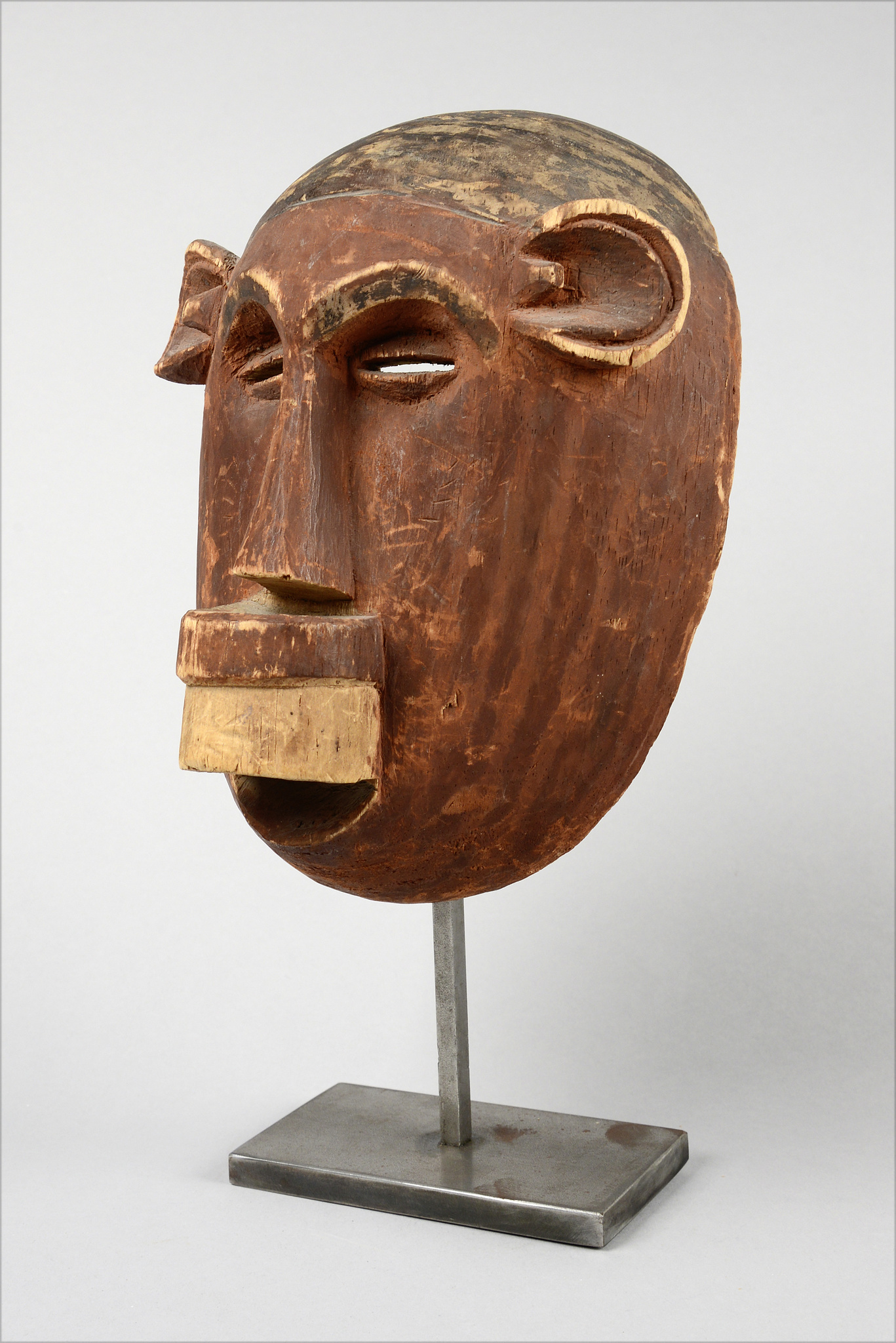 Female mask with labret, before 1914