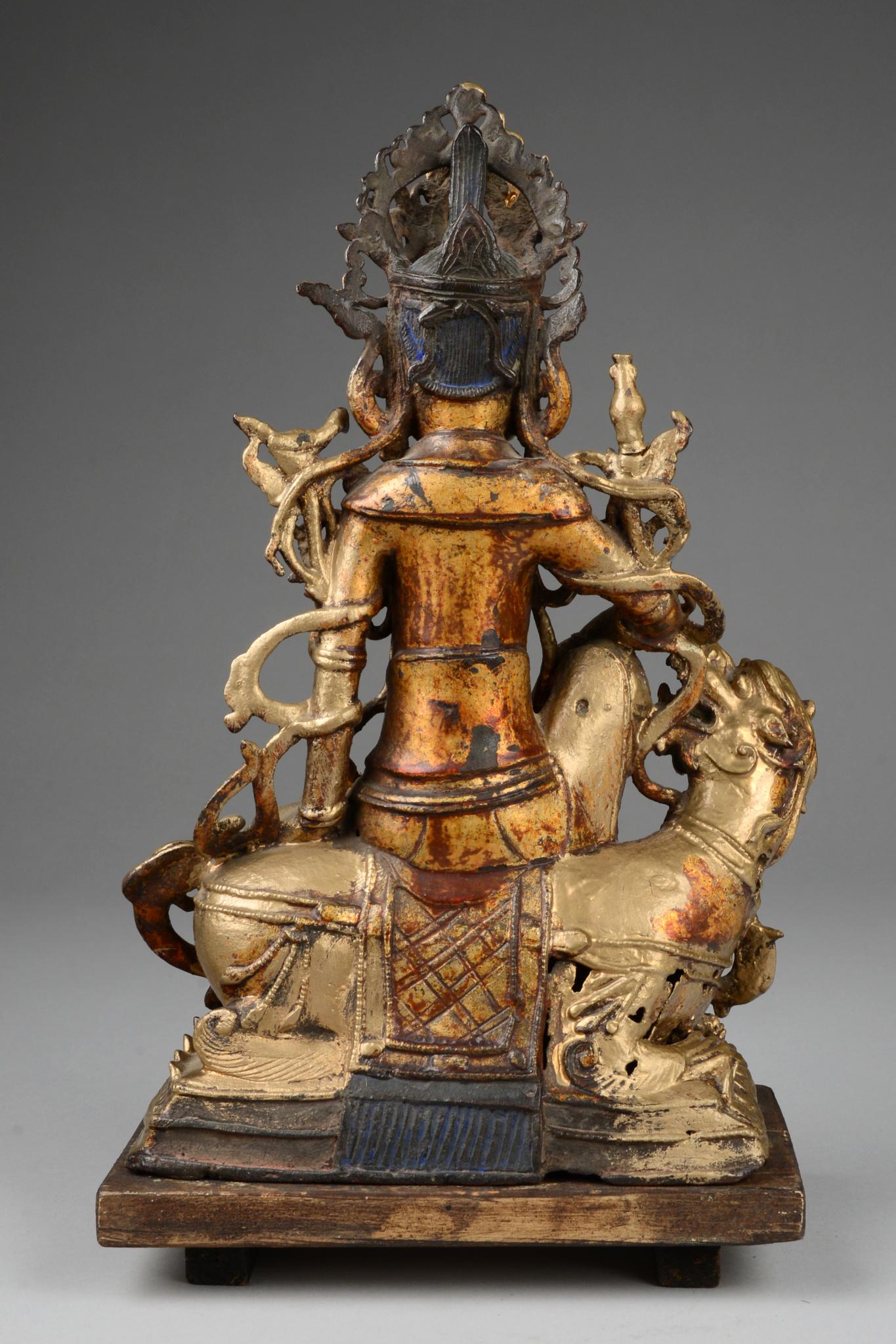 Bodhisattva Guanyin auf Drachen sitzend