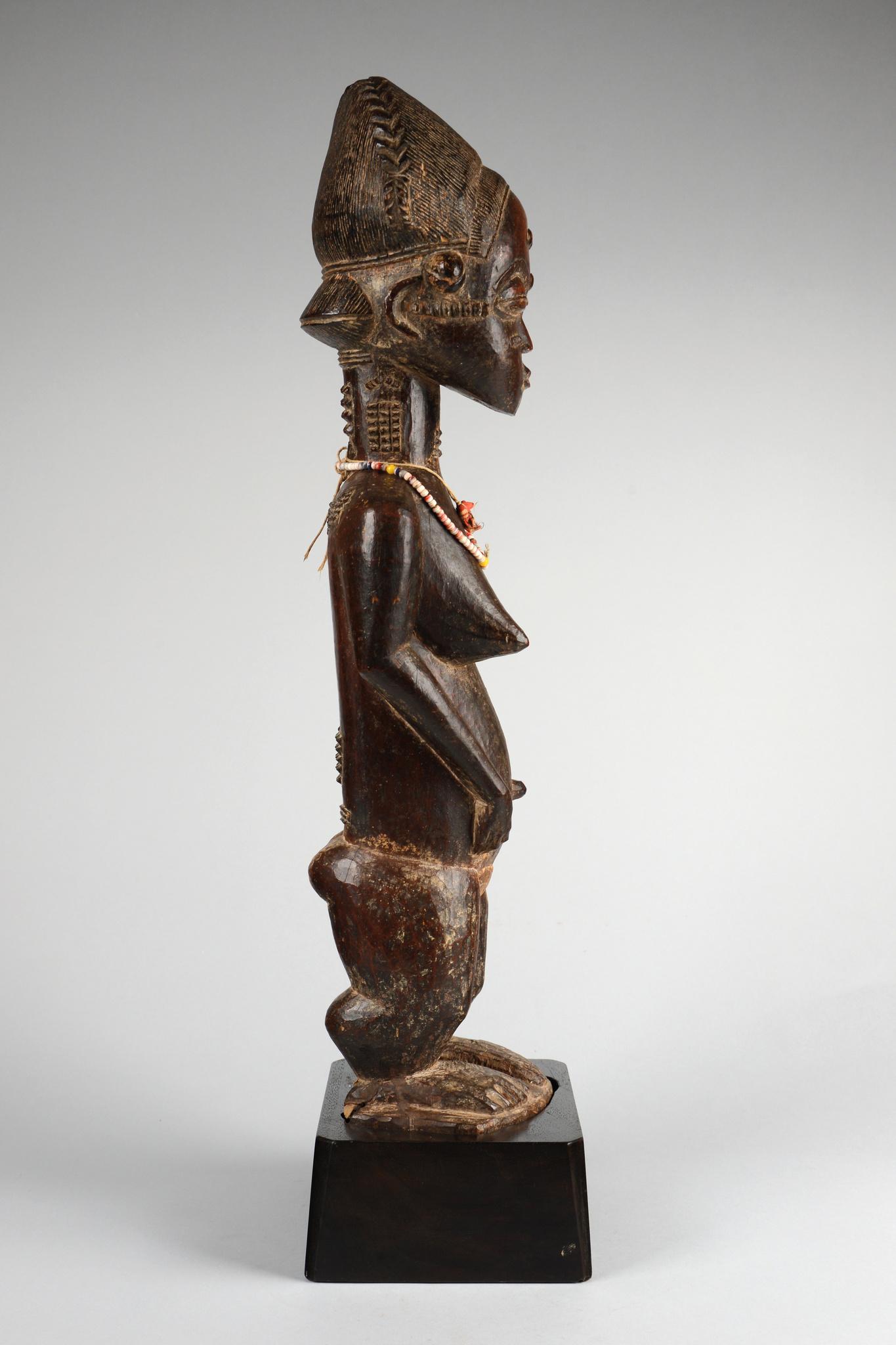 """Standing female figure """"asie usu"""""""