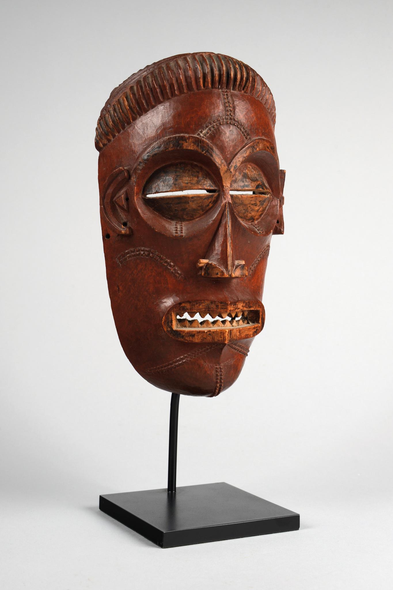 """Young maiden mask """"mwana pwo"""""""