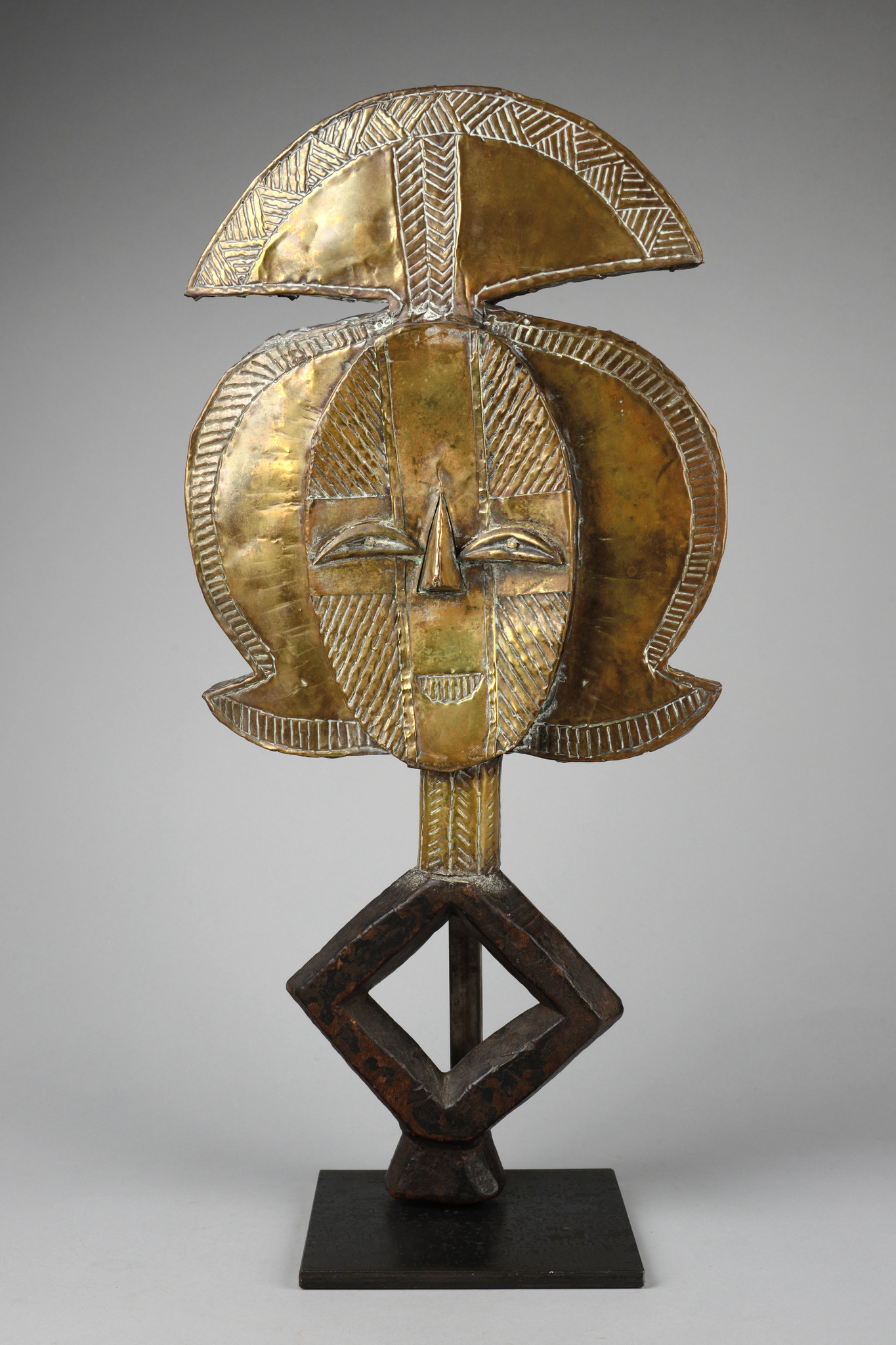 "Reliquary guardian figure ""mbulu-ngulu"" (""spirit of a deceased"")"