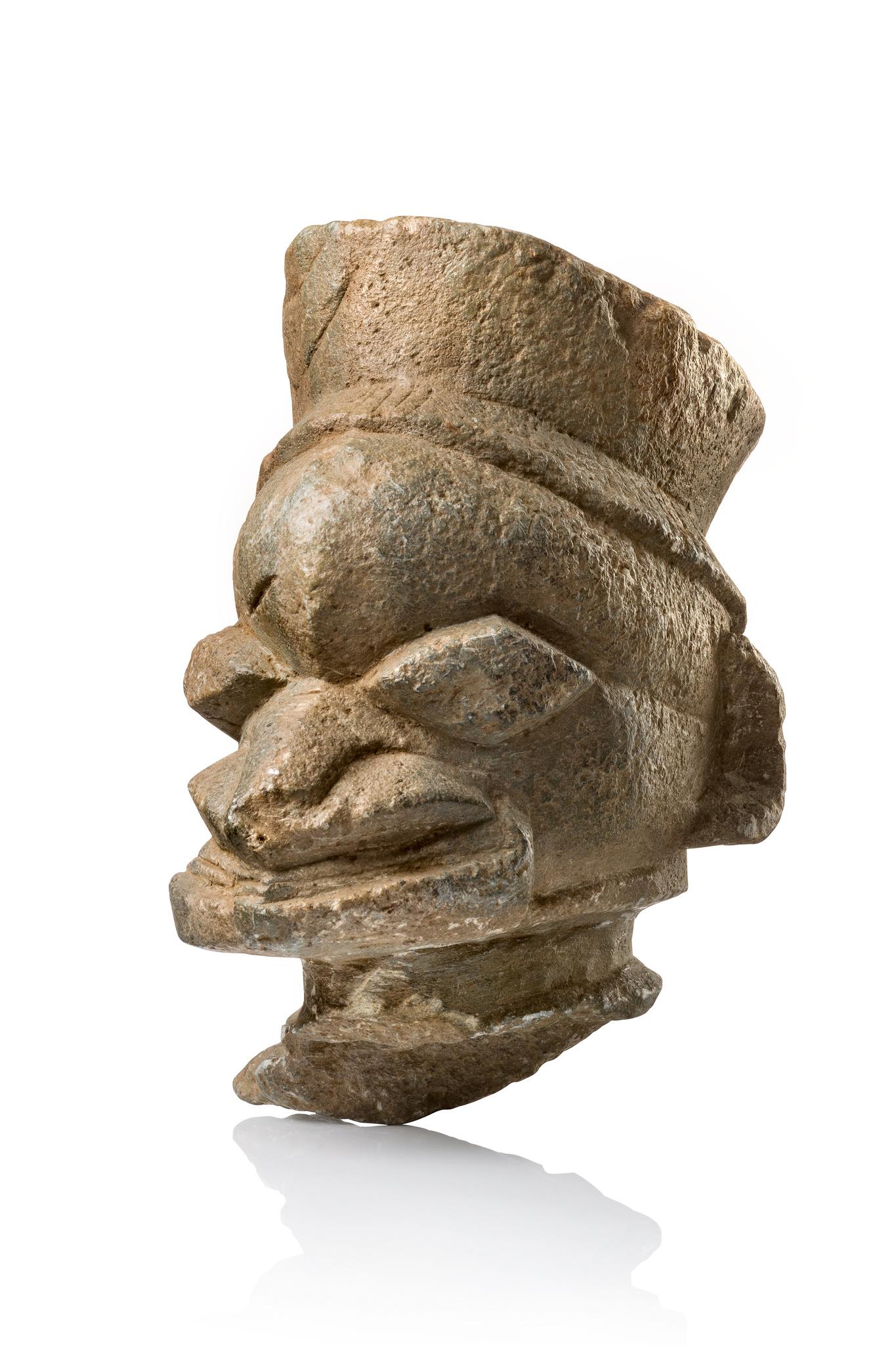 "Head sculpture ""pomdo"" or ""nomoli"""