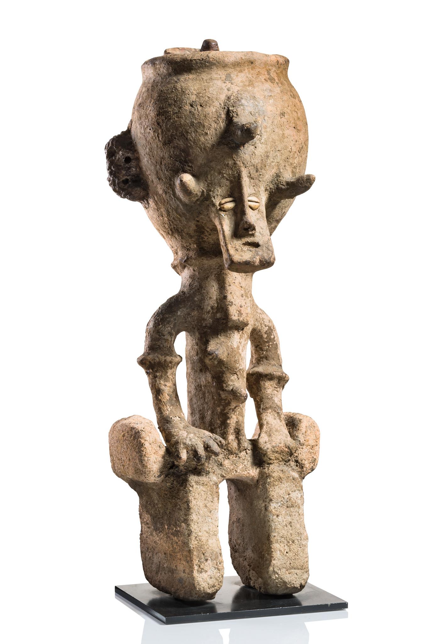 Vey rare anthropomorphic caryatid vessel