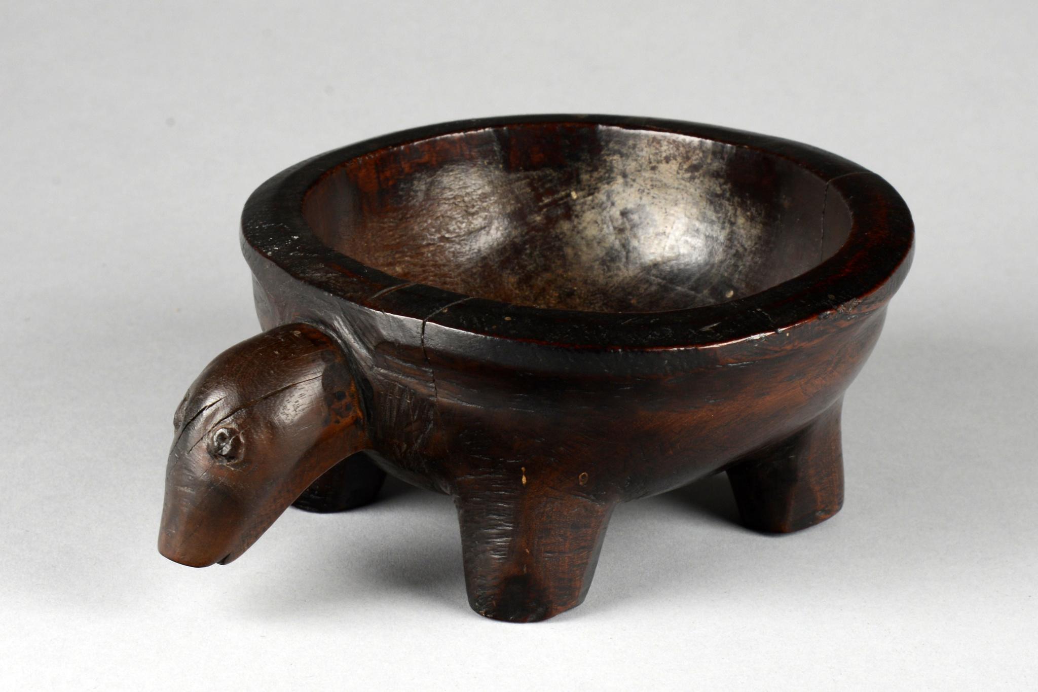 "Small zoomorphic bowl ""kinahu"