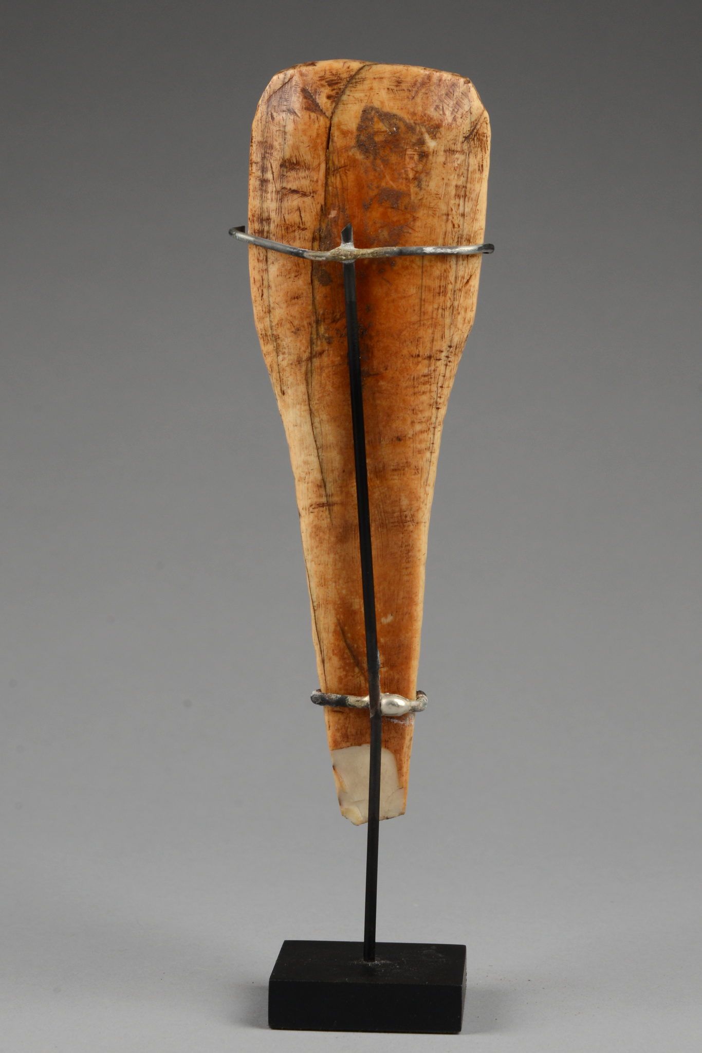 """Ritual object in the form of an axe blade """"isaga"""""""